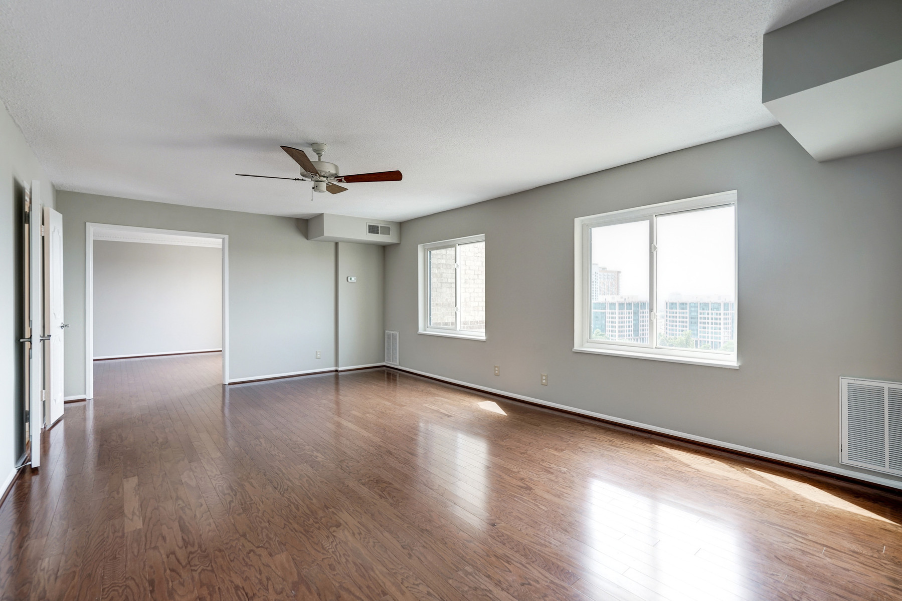 Additional photo for property listing at The Rotonda 8340 Greensboro Dr 1021 McLean, Βιρτζινια 22102 Ηνωμενεσ Πολιτειεσ