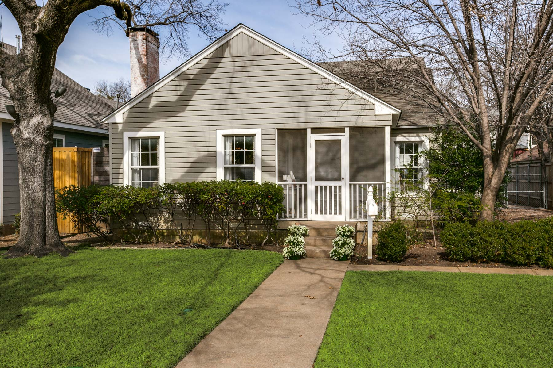 Maison unifamiliale pour l Vente à Exceptional Briarwood Cottage 5011 Stanford Ave Dallas, Texas, 75209 États-Unis