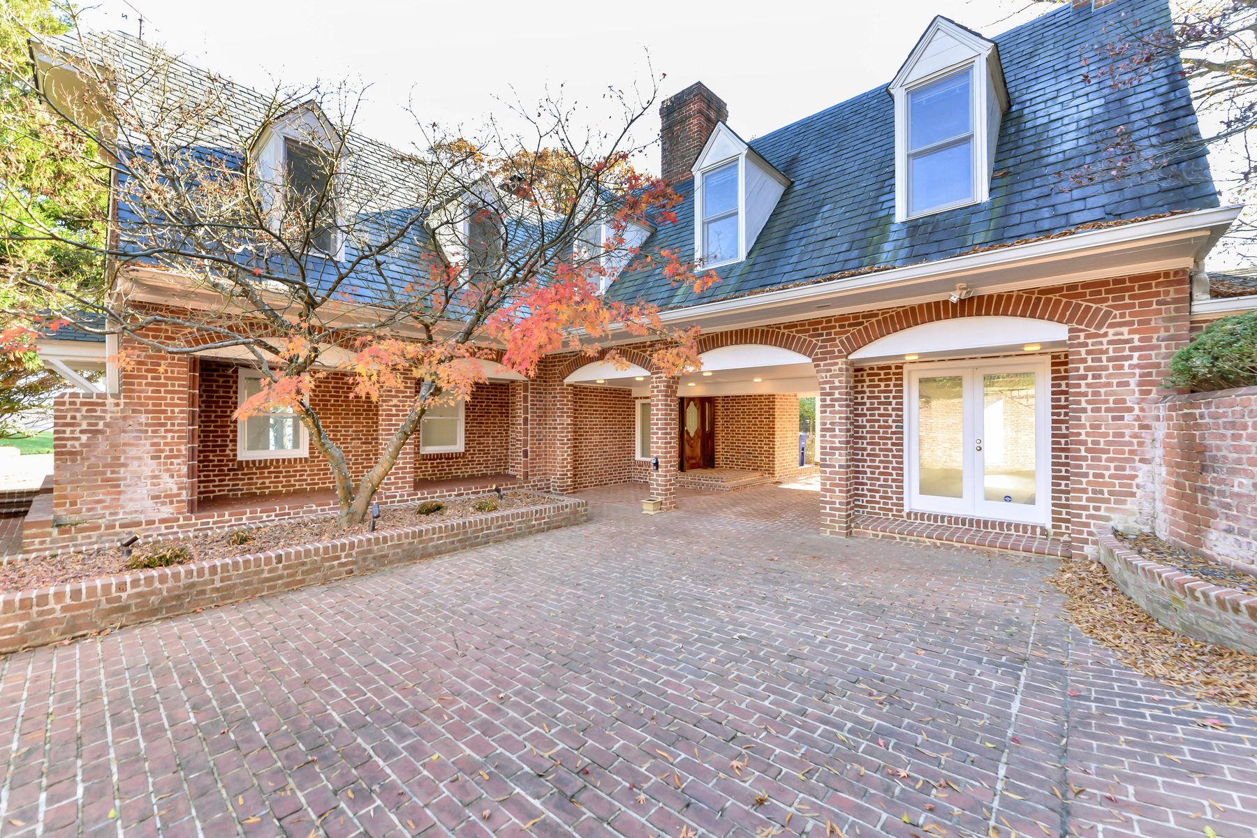 Additional photo for property listing at 883 Andalusia Drive, Alexandria  Alexandria, Virginia 22308 Estados Unidos