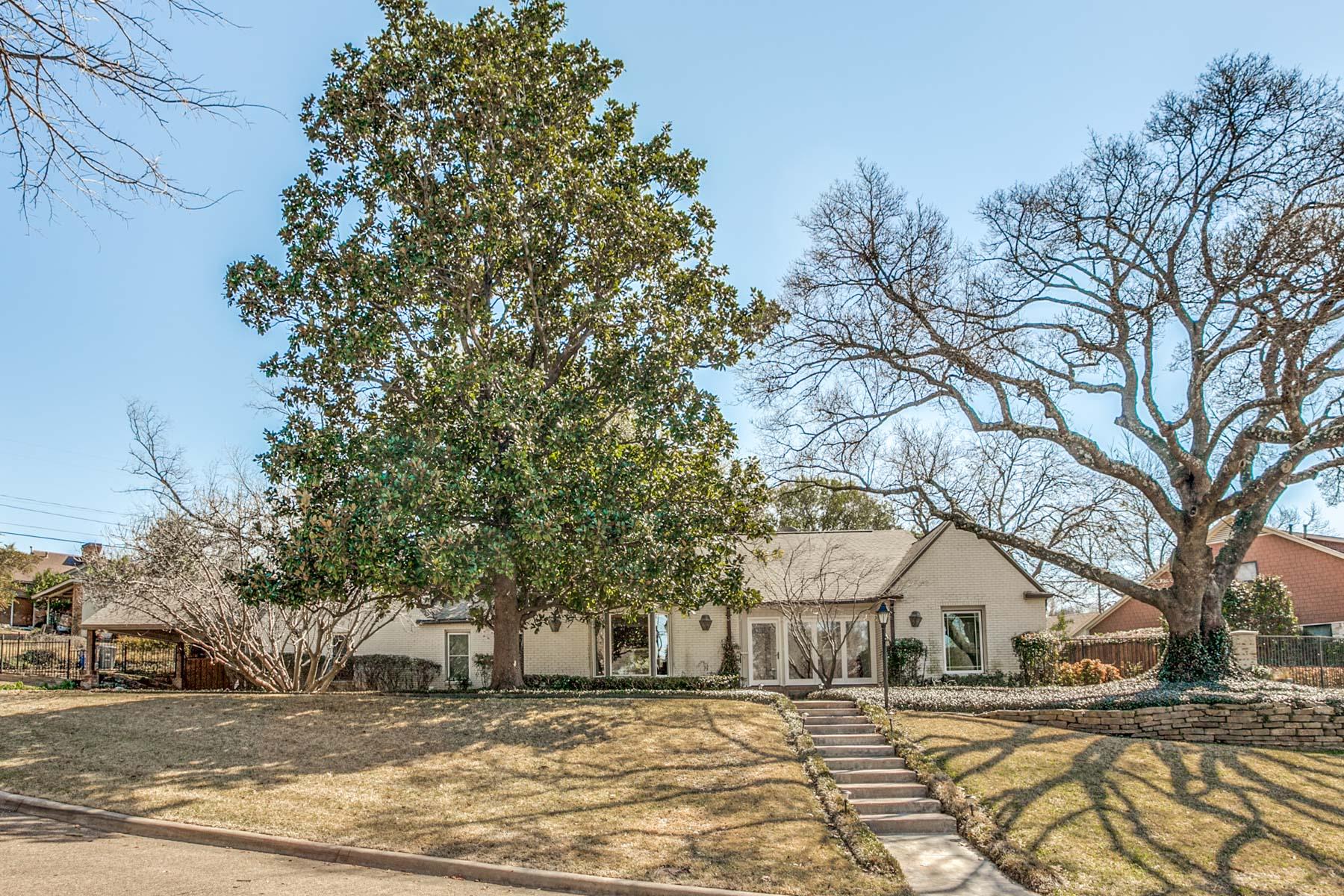 Vivienda unifamiliar por un Venta en Wonderful Ranch Style Home 1117 Ballymote Dr Dallas, Texas, 75218 Estados Unidos