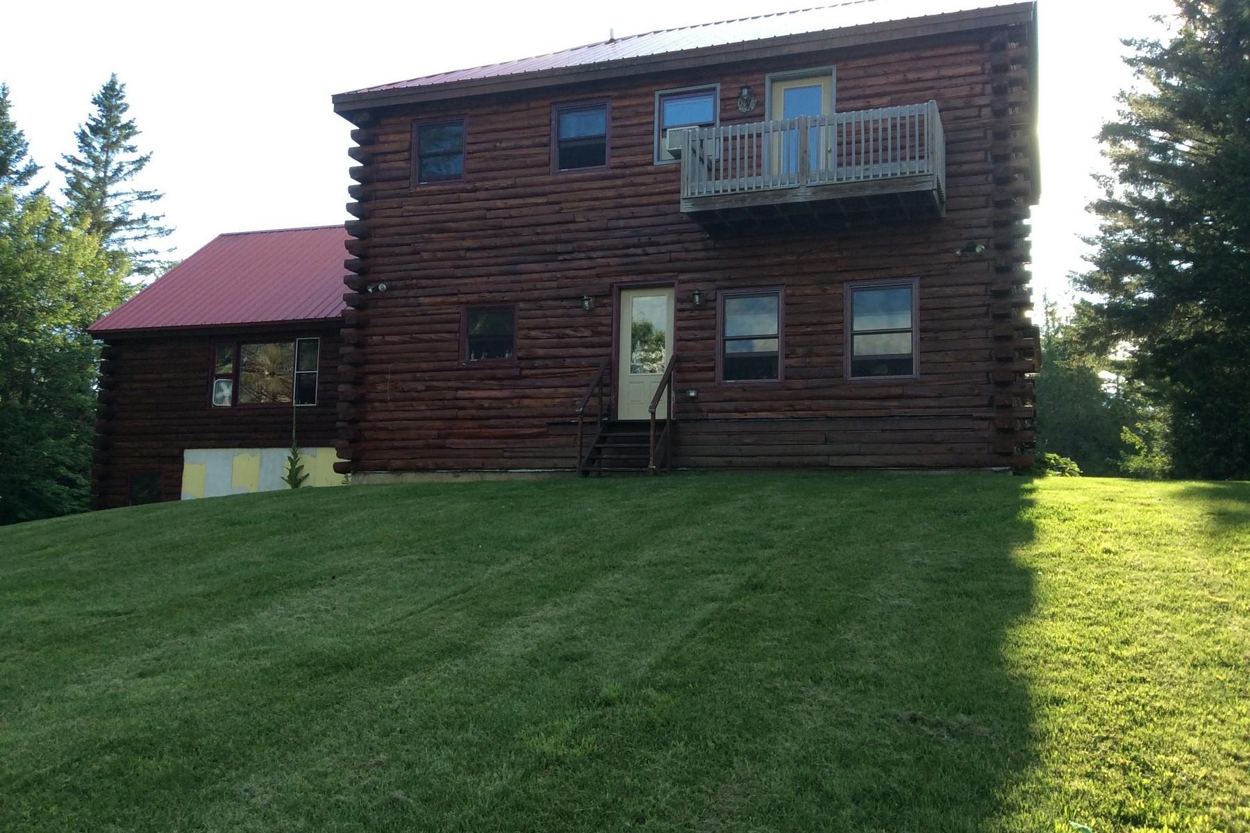 Villa per Vendita alle ore Log Cabin In Danville 1647 2 West Danville, Vermont, 05828 Stati Uniti