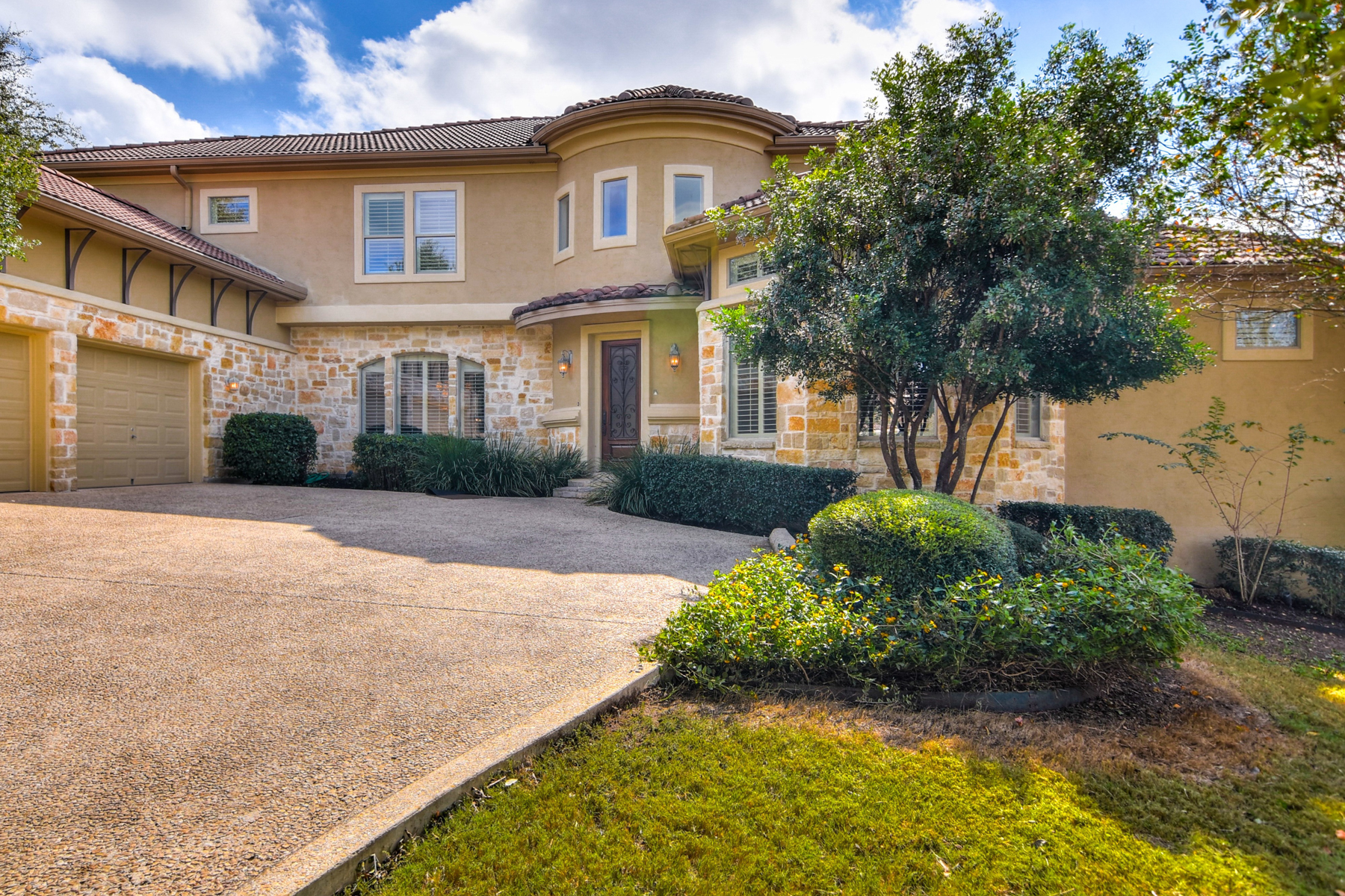 Single Family Home for Sale at Impeccable Dominion Home 8 Legends Ct San Antonio, Texas 78257 United States