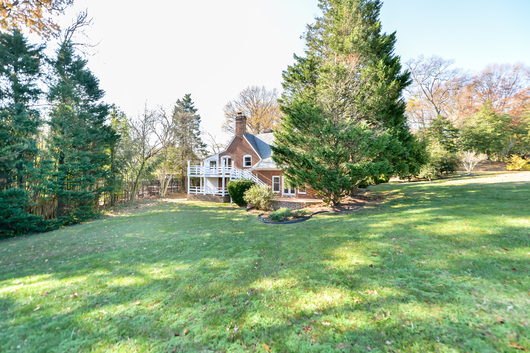 Additional photo for property listing at 883 Andalusia Drive, Alexandria  Alexandria, Виргиния 22308 Соединенные Штаты