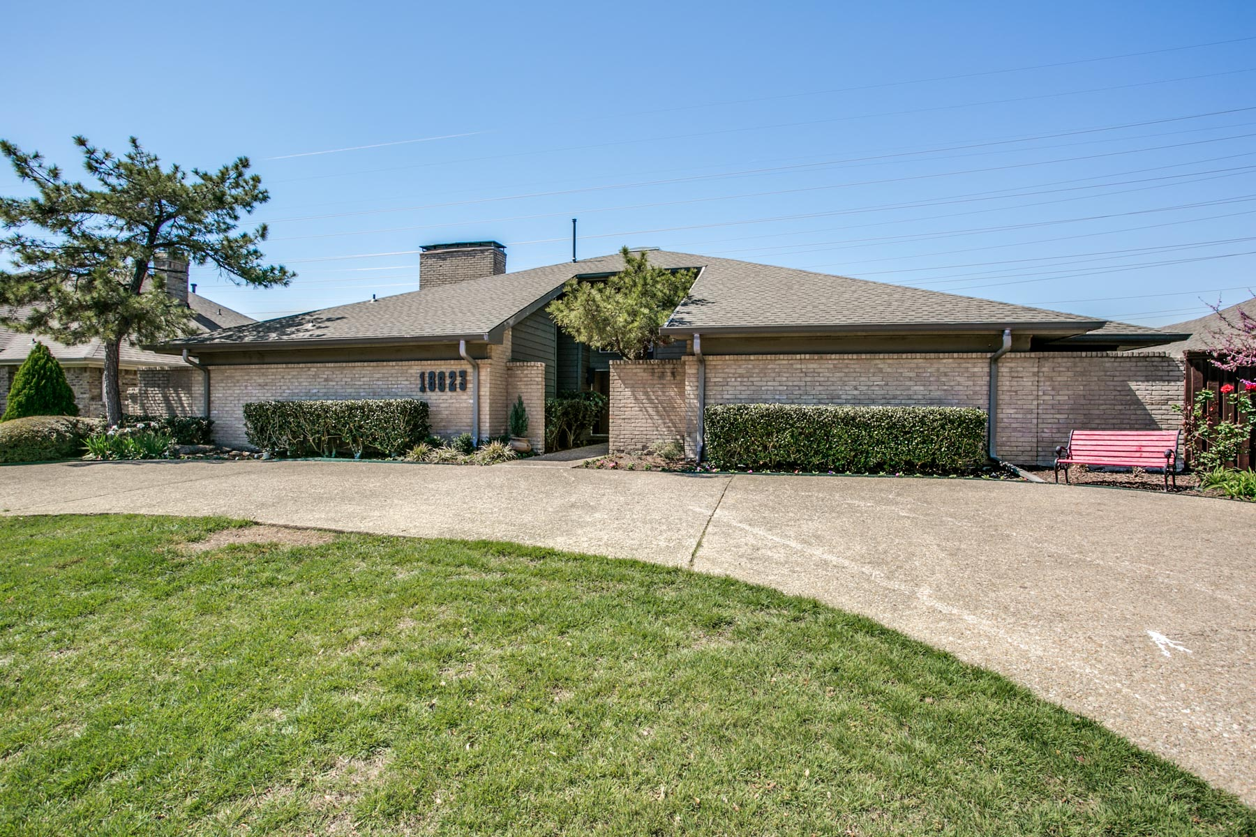 Nhà ở một gia đình vì Bán tại Highlands North Gem 16623 Dundrennan Ln Dallas, Texas, 75248 Hoa Kỳ