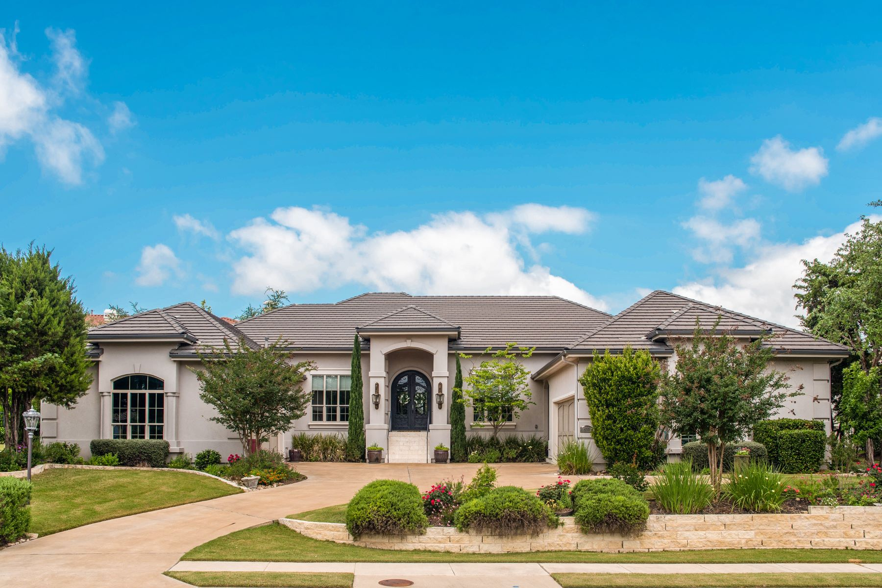 Single Family Home for Sale at Elegant Single Story 405 Black Wolf Run Lakeway, Texas 78738 United States