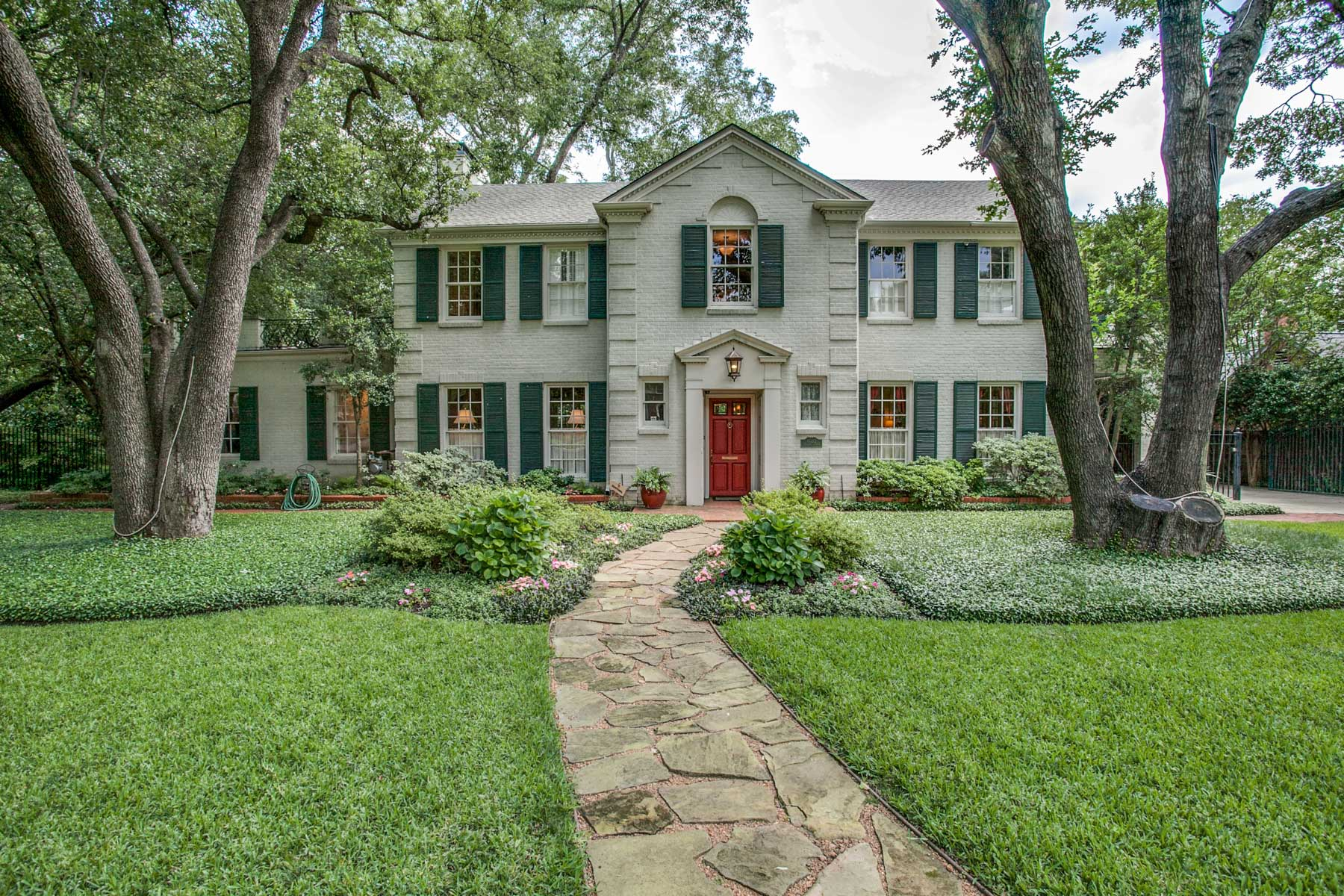 Vivienda unifamiliar por un Venta en Classic Preston Hollow 6032 Deloache Ave Dallas, Texas, 75225 Estados Unidos
