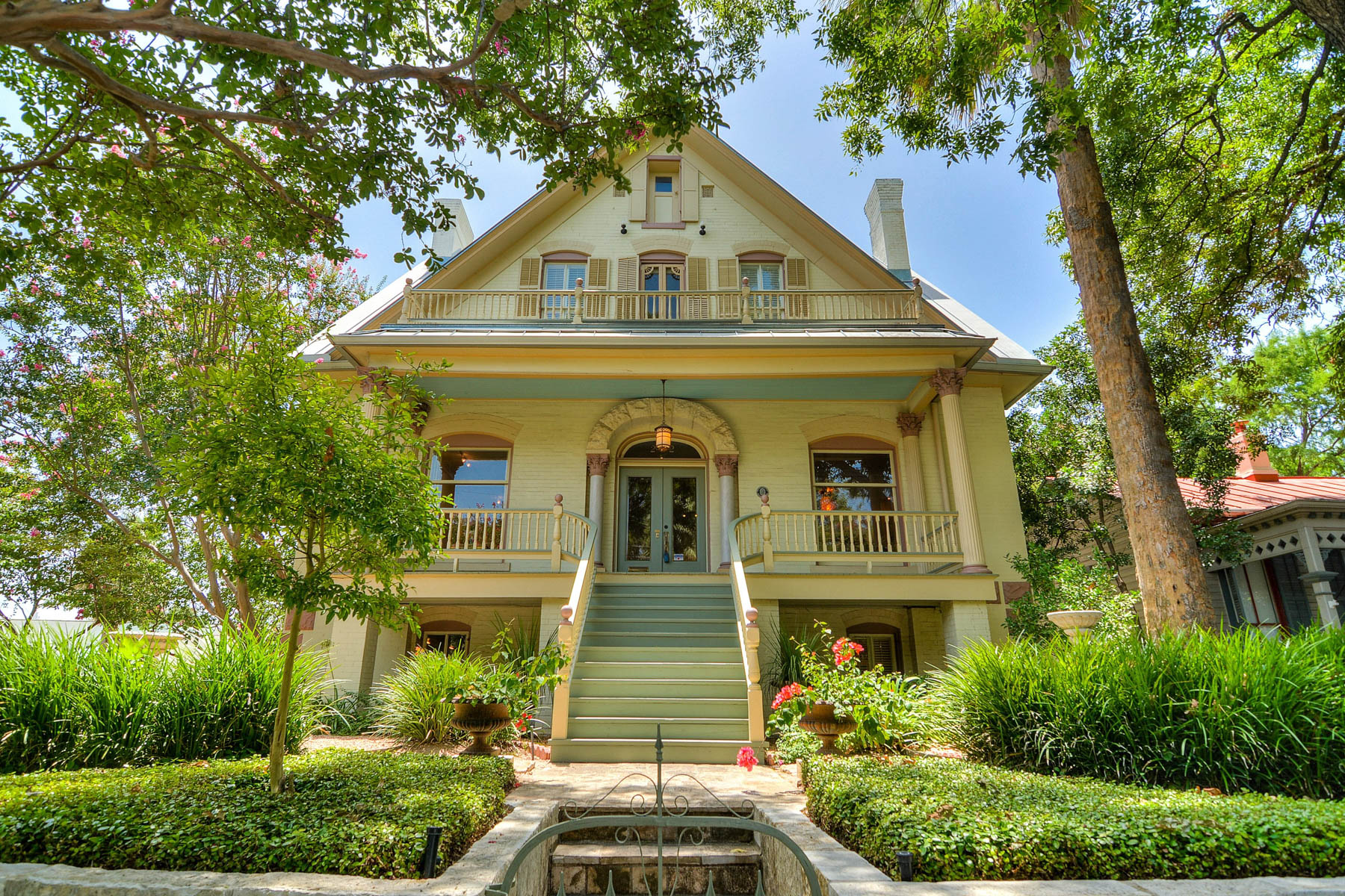 Single Family Home for Sale at Majestic, Yet Wonderfully Urban King William Home 202 Madison St San Antonio, Texas 78204 United States
