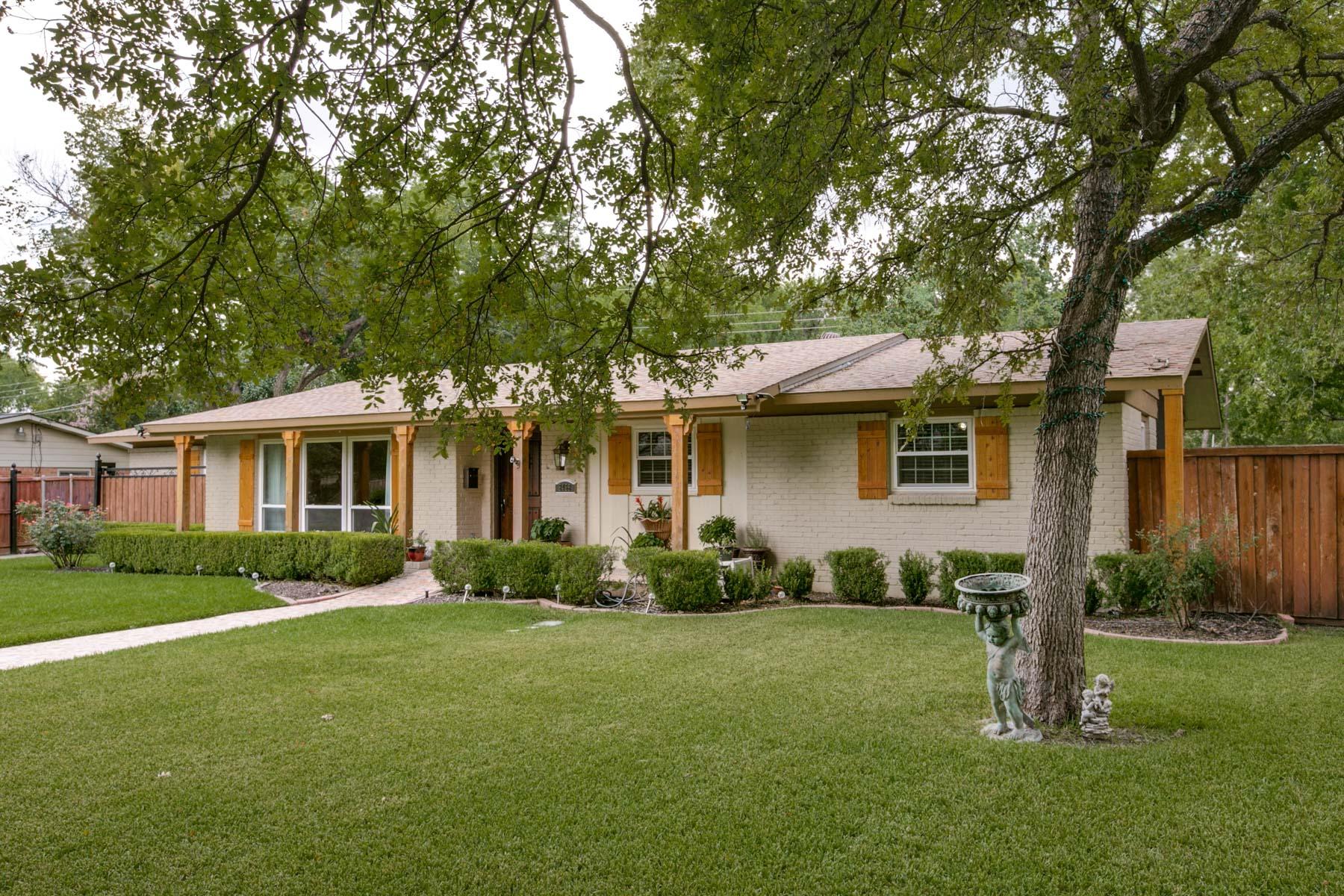 Villa per Vendita alle ore Fabulously Updated North Dallas Ranch-Style Home 3458 Saint Cloud Cir Dallas, Texas, 75229 Stati Uniti