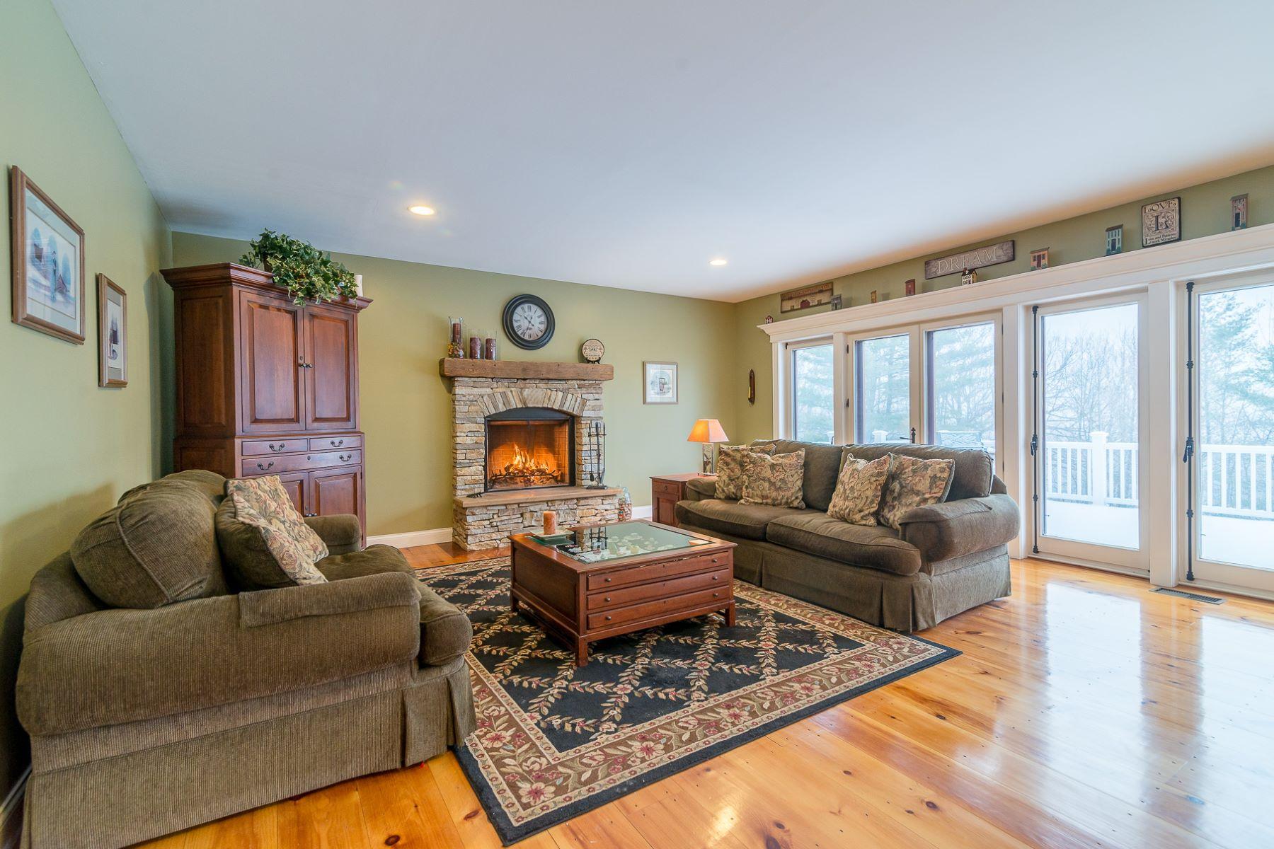 Maison unifamiliale pour l Vente à Contemporary Farmhouse in Private Setting 476 Sleighbell Manchester, Vermont, 05255 États-Unis