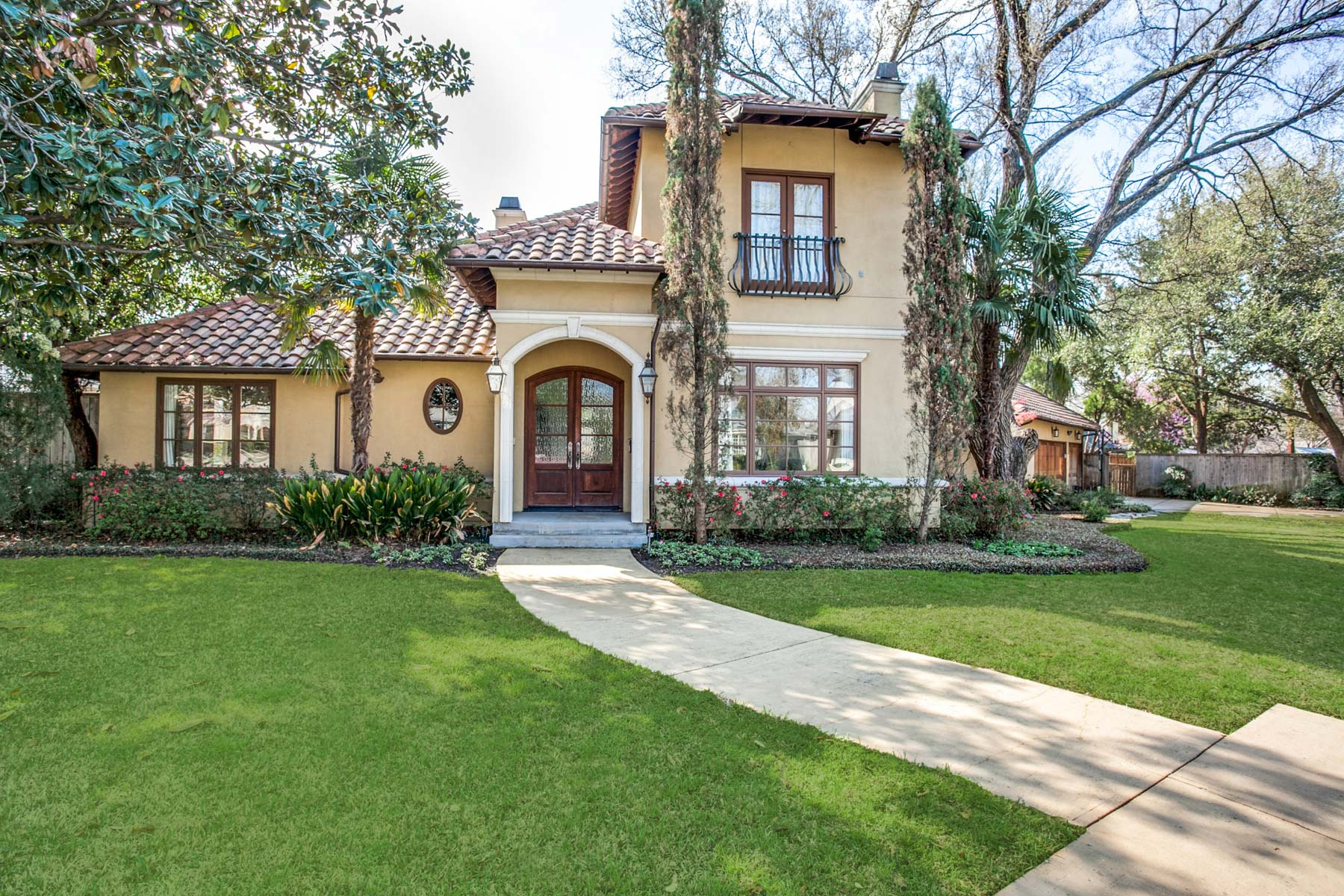 단독 가정 주택 용 매매 에 Briarwood Mediterranean on Oversized Lot 4700 Hanover Ave Dallas, 텍사스, 75209 미국