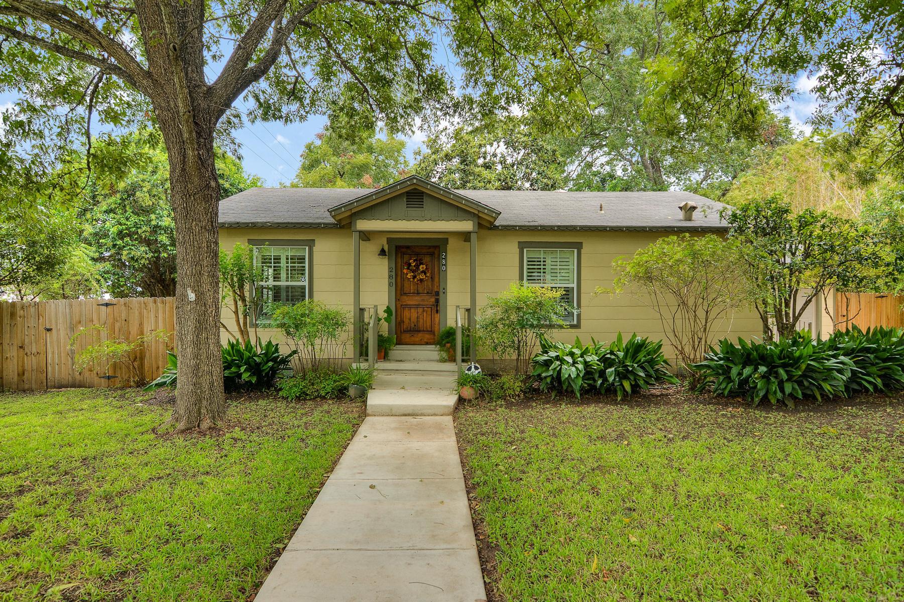 Vivienda unifamiliar por un Venta en Charming Home in Alamo Heights 280 E Fair Oaks Pl San Antonio, Texas 78209 Estados Unidos