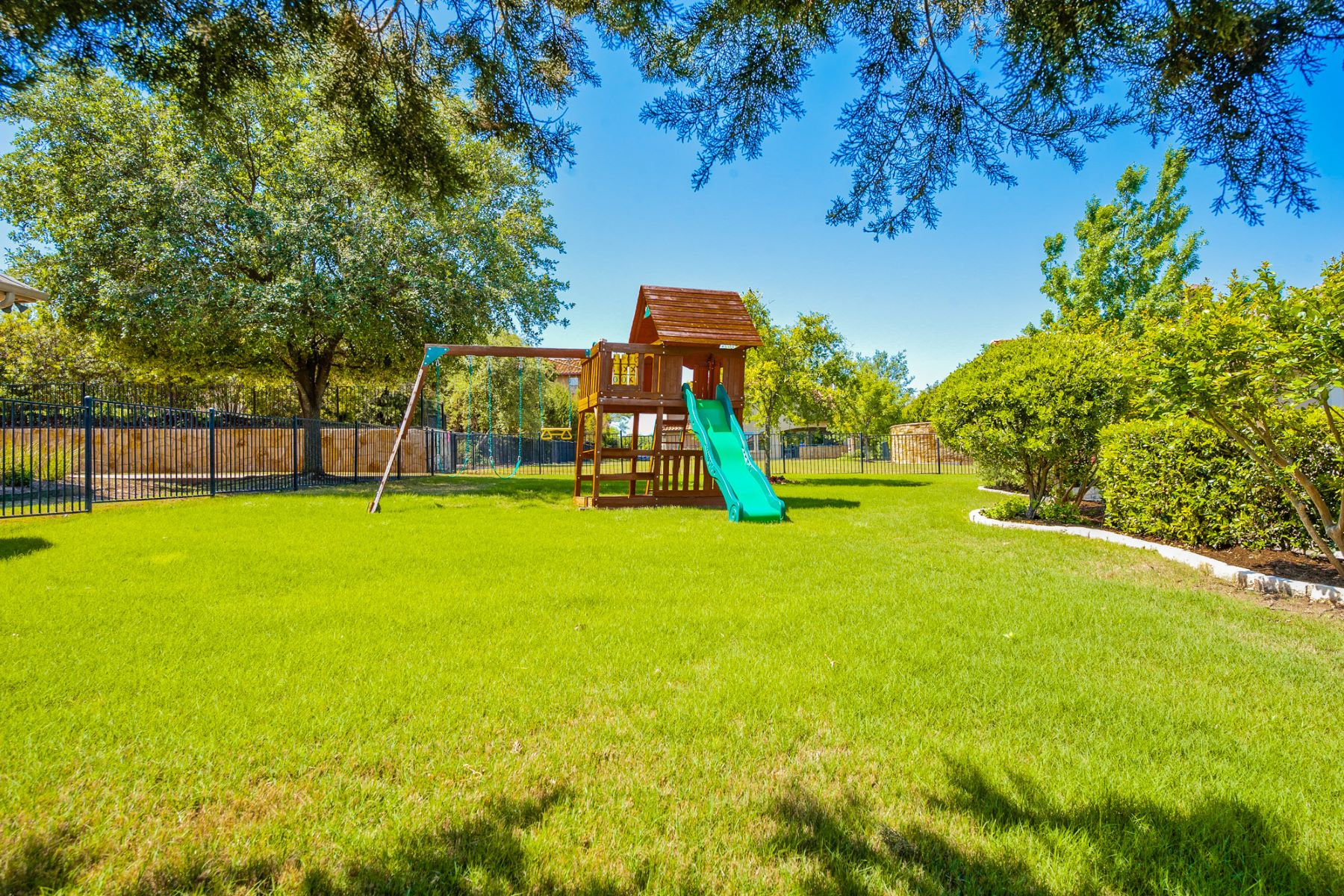 Additional photo for property listing at 106 Cabo Del Sol Ct, Lakeway  Lakeway, Texas 78738 United States