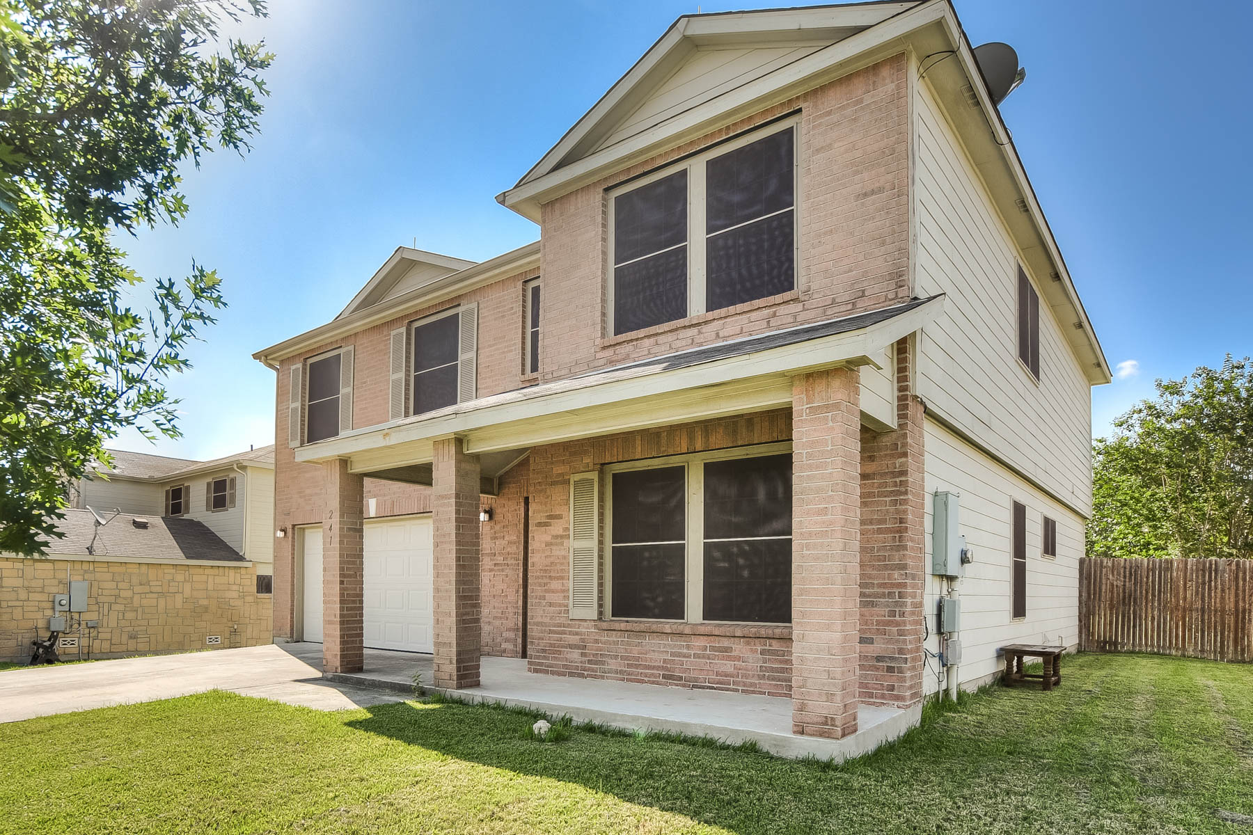 Single Family Home for Sale at Well Maintained Home in Enclave at Willow Pointe 241 Willow Run Cibolo, Texas 78108 United States