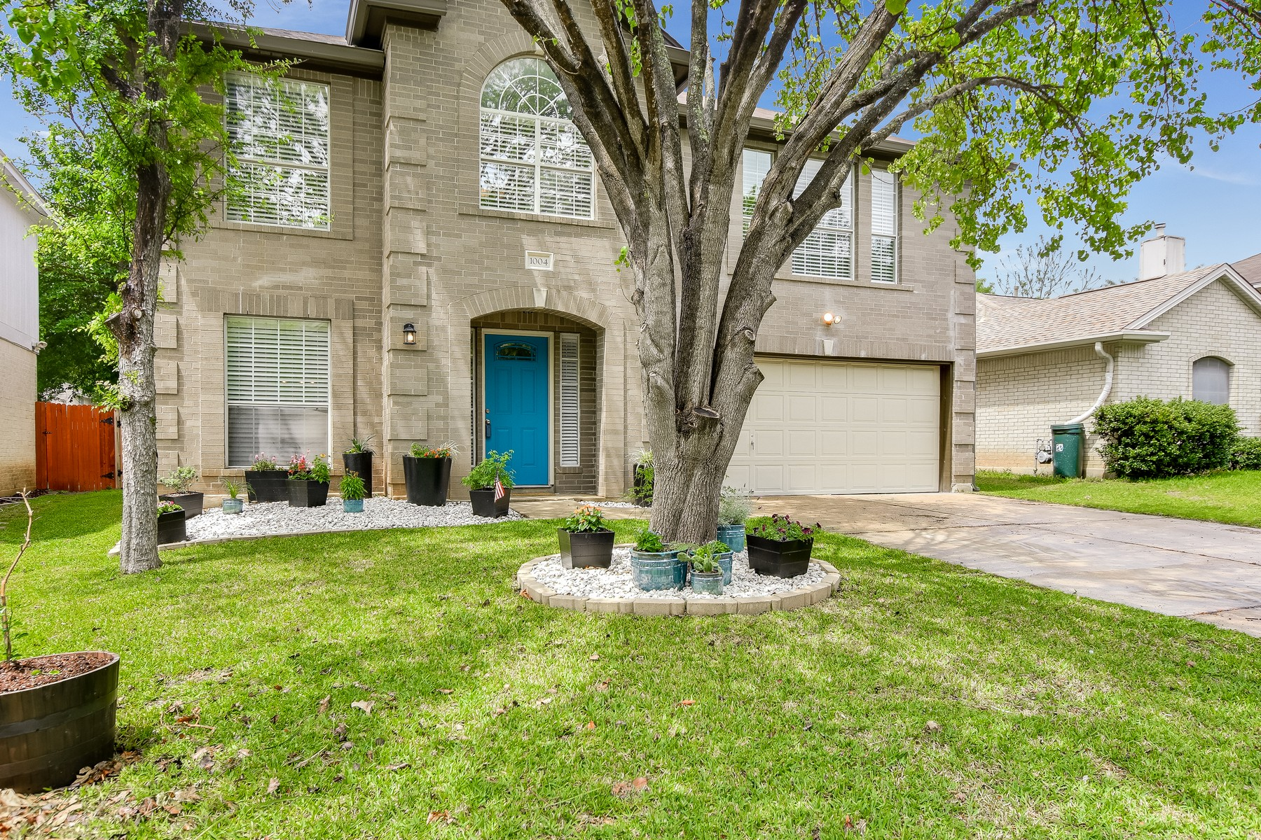 Single Family Home for Sale at Impeccable Pflugerville Home 1004 Acanthus St Pflugerville, Texas 78660 United States