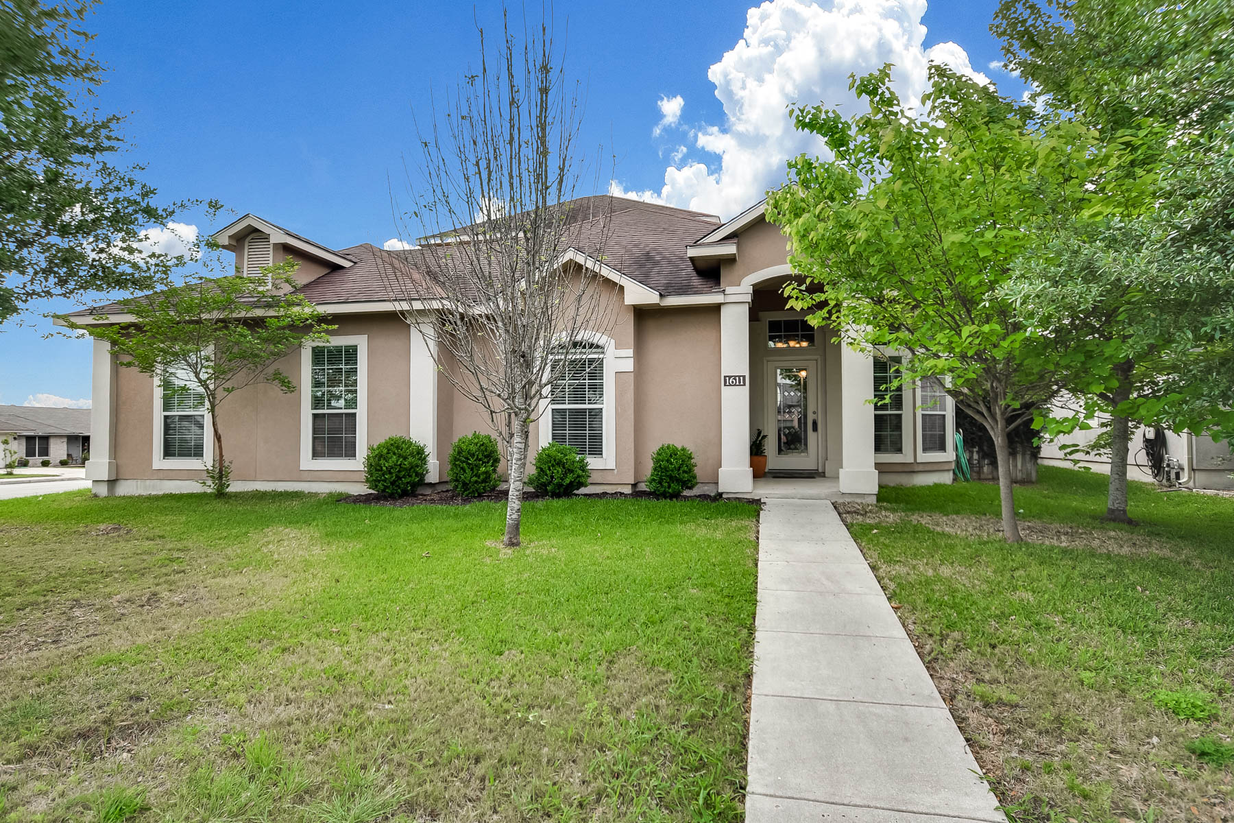 Single Family Home for Sale at Beautiful Home in New Braunfels 1611 Sunblossom Cir New Braunfels, Texas 78130 United States