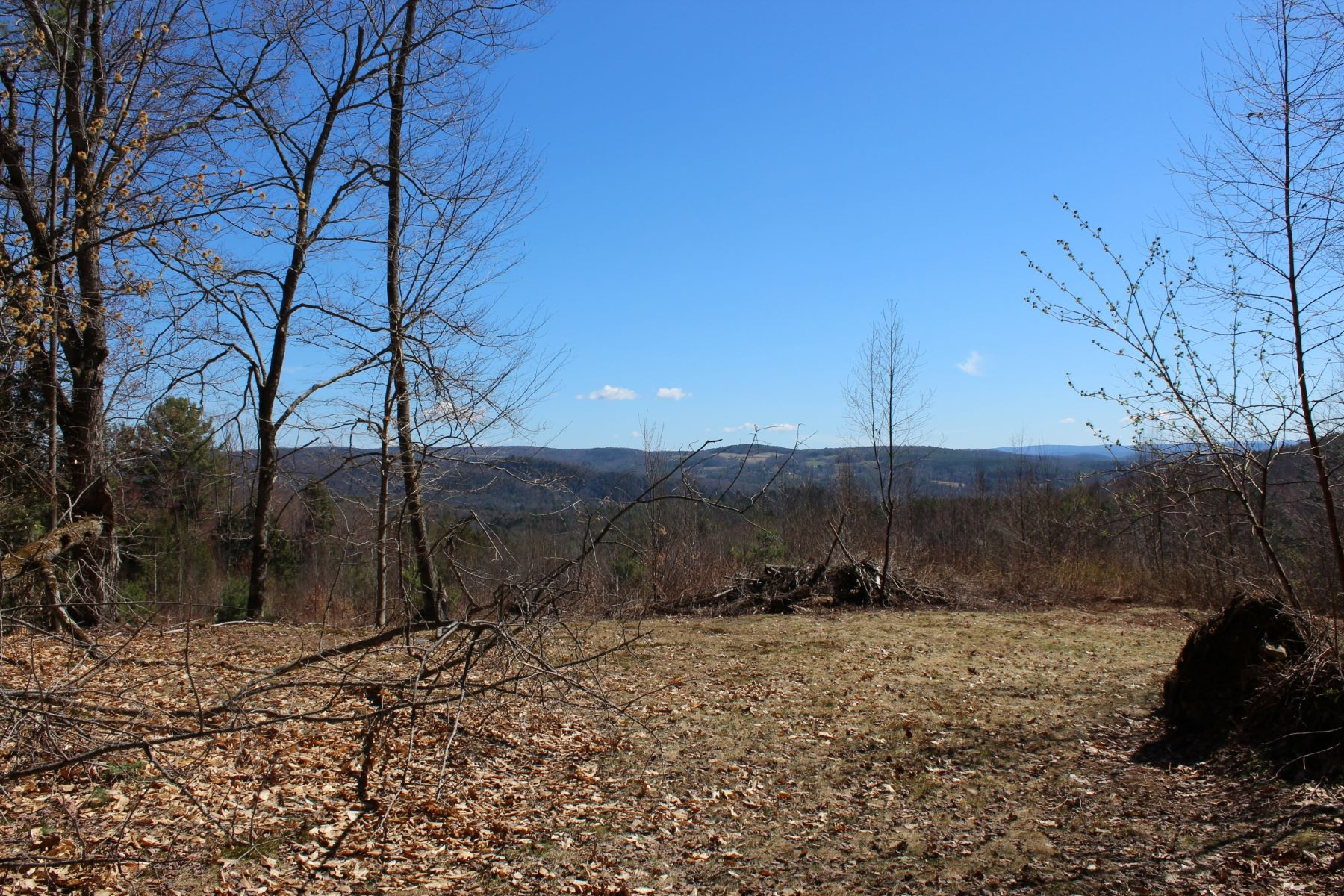 Terreno por un Venta en Four lots near your favorite ski areas 24 Fillion Dr Springfield, Vermont, 05156 Estados Unidos