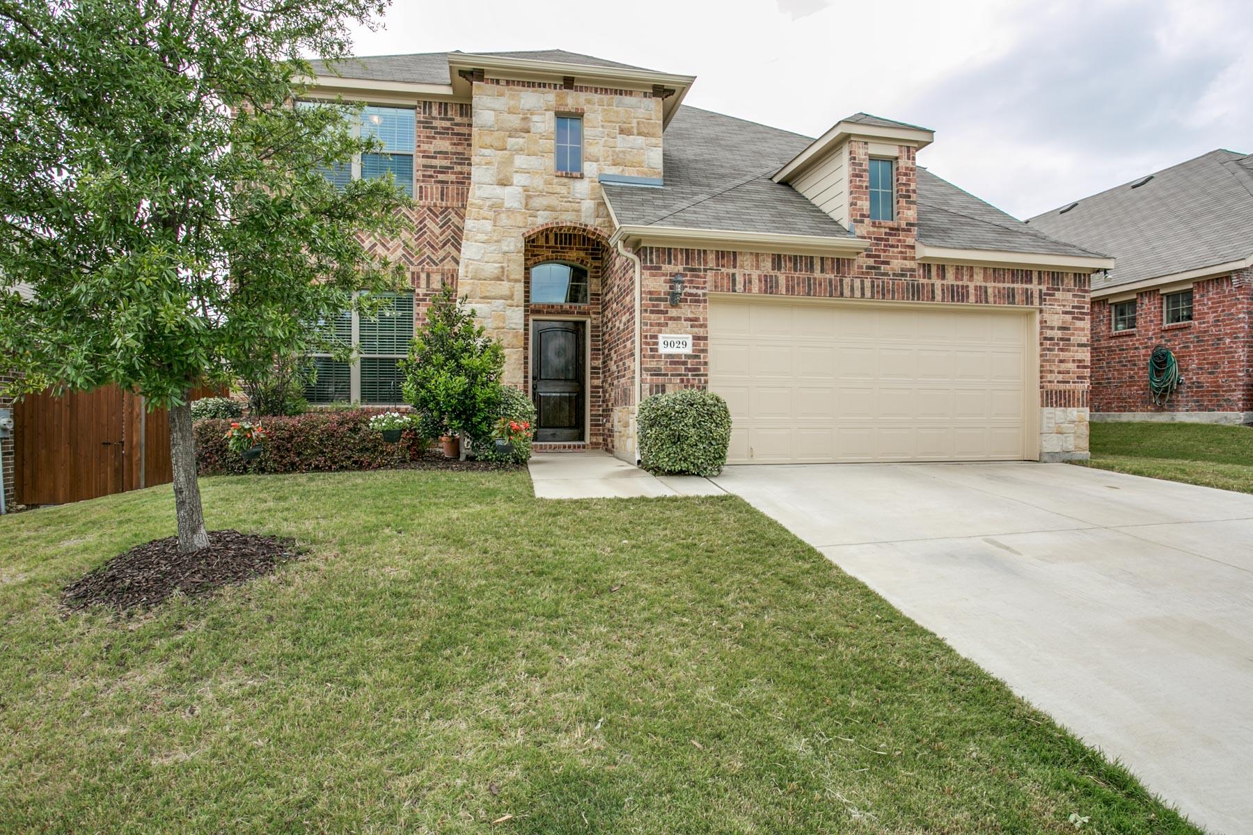 Maison unifamiliale pour l Vente à 9029 Weller Lane, Fort Worth 9029 Weller Ln Fort Worth, Texas, 76244 États-Unis