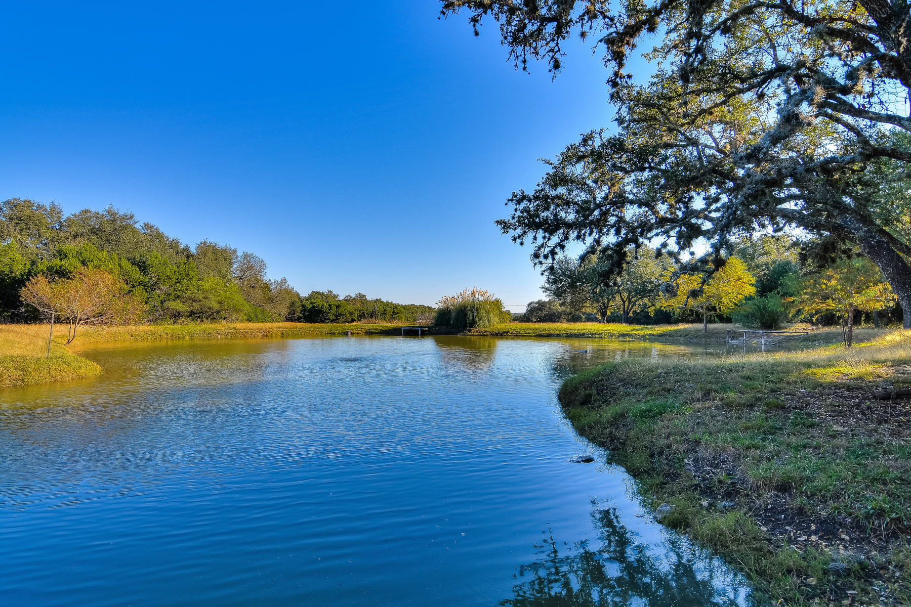 Additional photo for property listing at Gorgeous Hill Country Estate on Over 26 Acres 135 Woodland Ranch Rd Boerne, Texas 78015 Estados Unidos