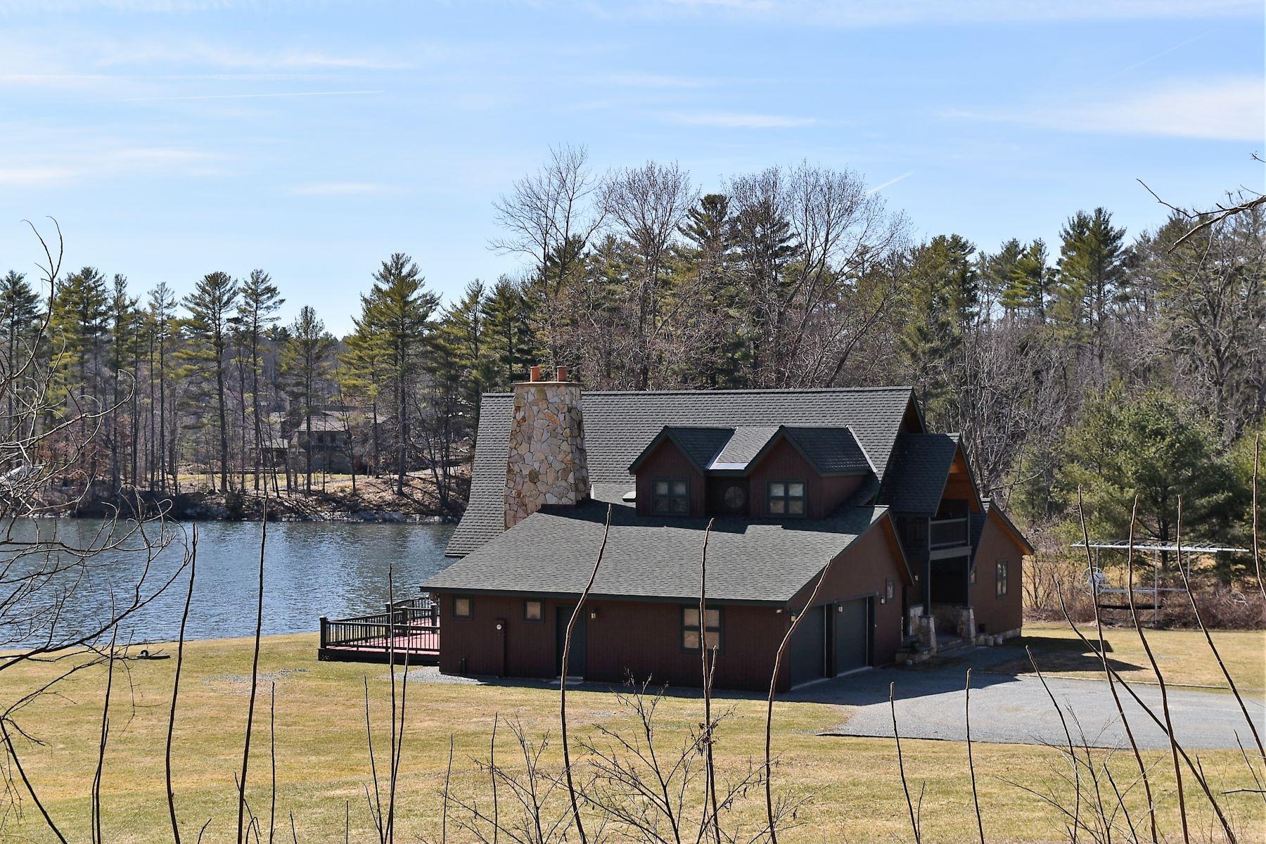 Casa para uma família para Venda às Lake Bomoseen Prestine, 155 FT. Frontage, 1.8 Acre 4539 Route 30 N Castleton, Vermont, 05732 Estados Unidos