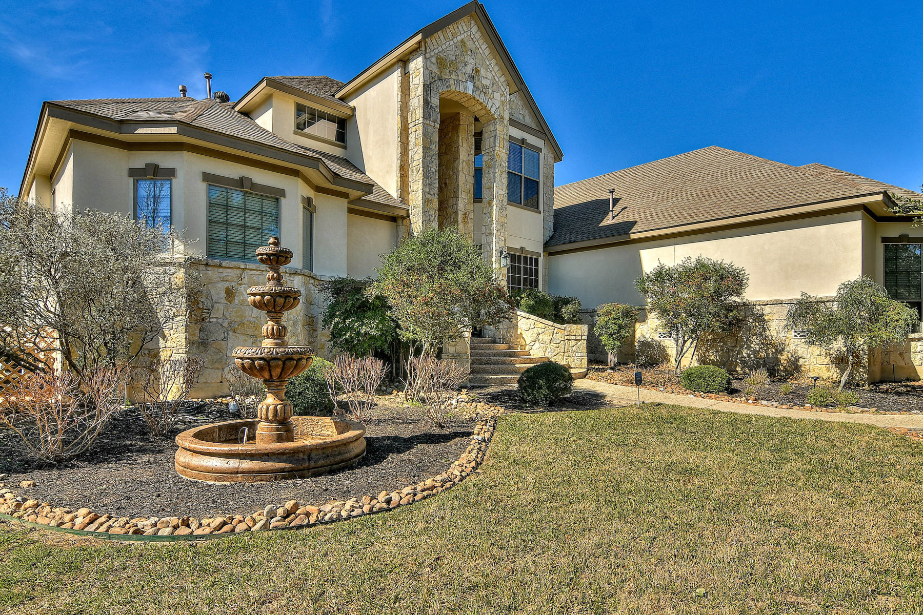 Single Family Home for Sale at Gorgeous Traditional Summerglen Home 2019 Sawgrass Ridge Summerglen, San Antonio, Texas, 78260 United States