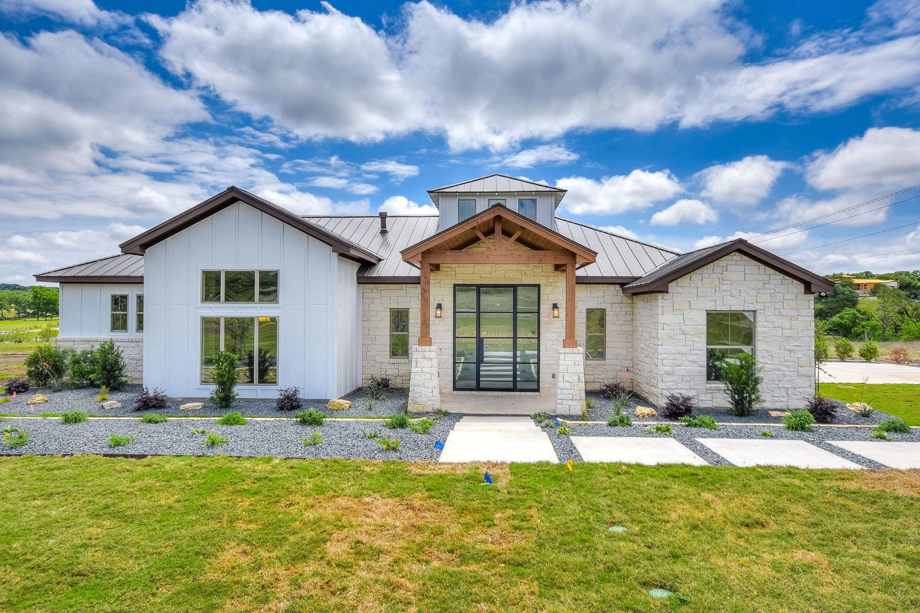 Einfamilienhaus für Verkauf beim Modern Style Single Story Farm House 16725 Whispering Breeze Austin, Texas, 78738 Vereinigte Staaten