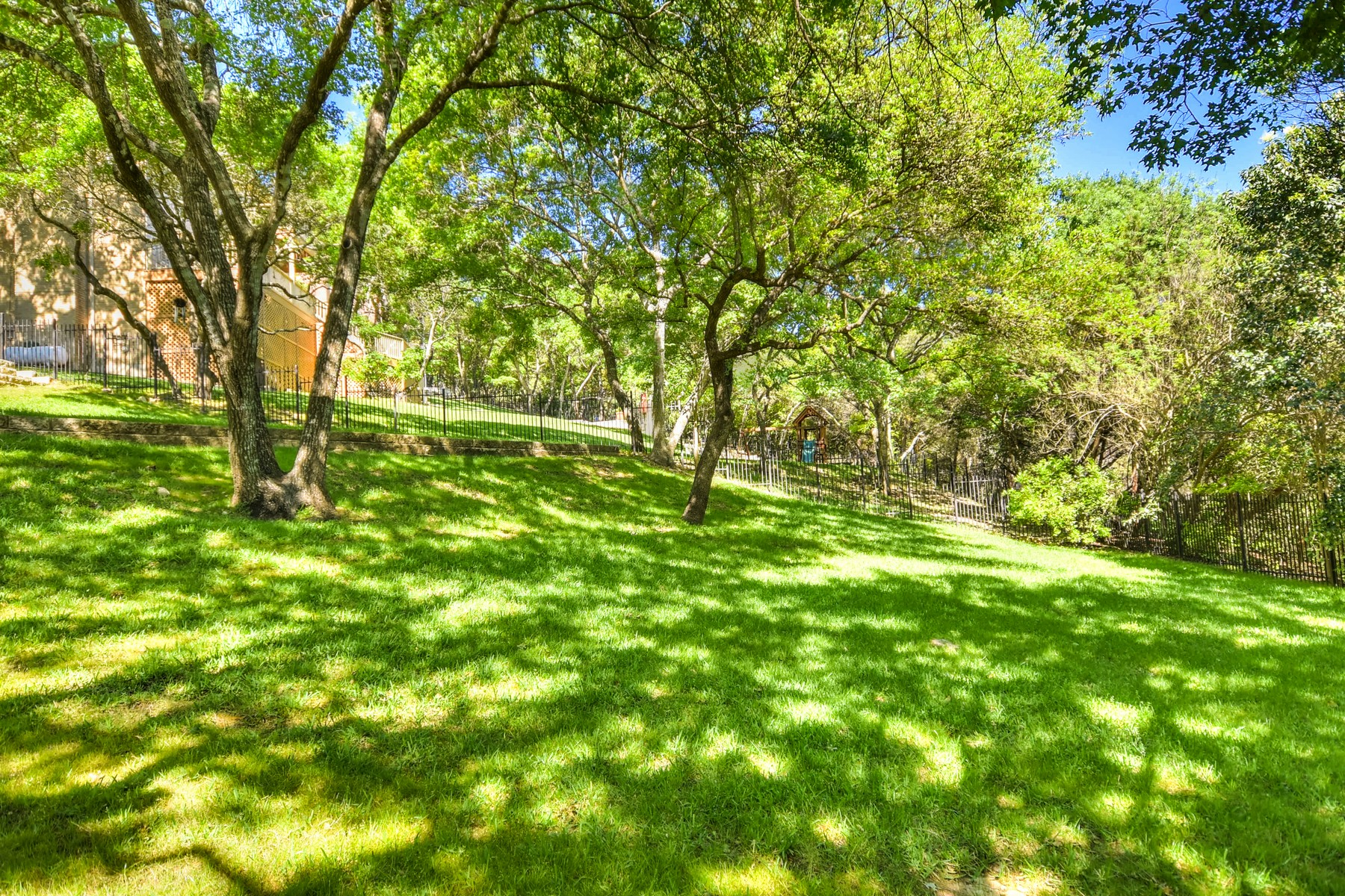 Single Family Home for Sale at Beautiful Traditional Davenport Home 5804 Round Table Cv Austin, Texas, 78746 United States