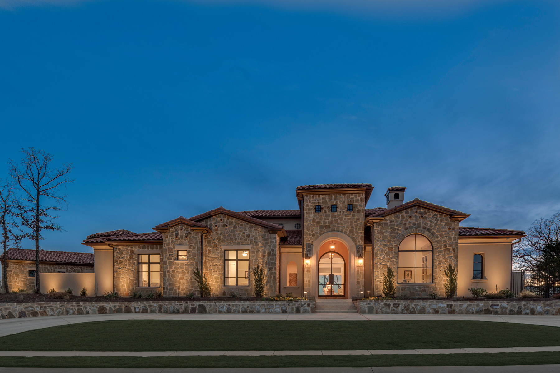 Villa per Vendita alle ore One Story Custom Home in the Granada Community 2029 Valencia Cv Westlake, Texas, 76262 Stati Uniti