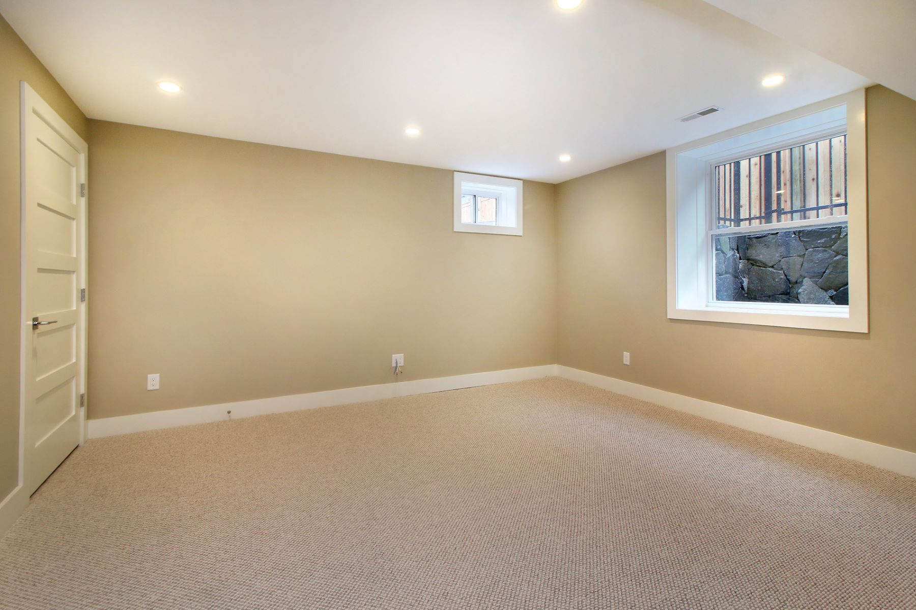 Additional photo for property listing at 16 Keefe Ave B, Newton  Newton, Massachusetts 02464 United States