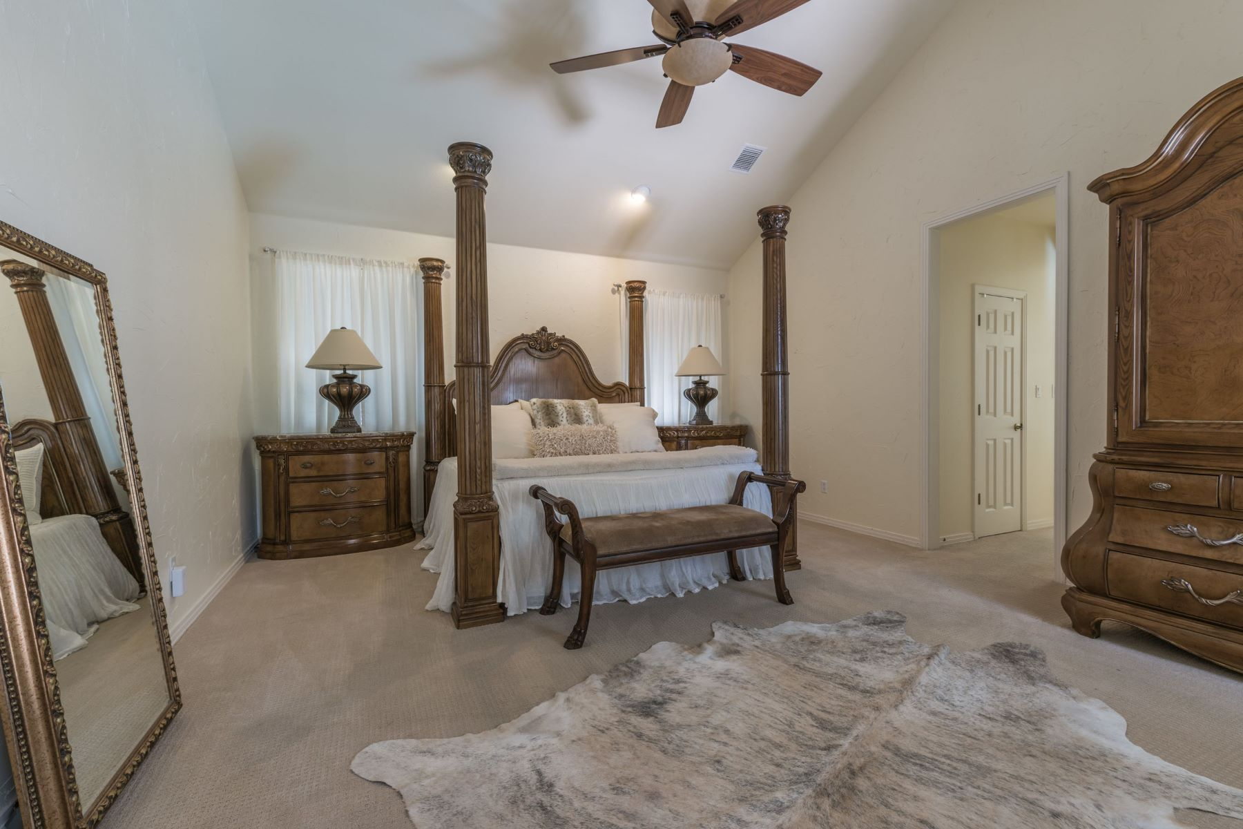 Additional photo for property listing at Convenient Living in a Desirable Neighborhood 4000 Kaywood Ct Bee Cave, Texas 78738 Estados Unidos