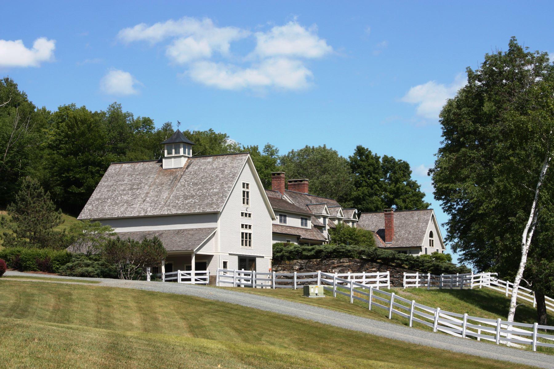 Nhà ở một gia đình vì Bán tại Equestrian estate, riding trails, barns 1055 Sayer Barnard, Vermont, 05031 Hoa Kỳ