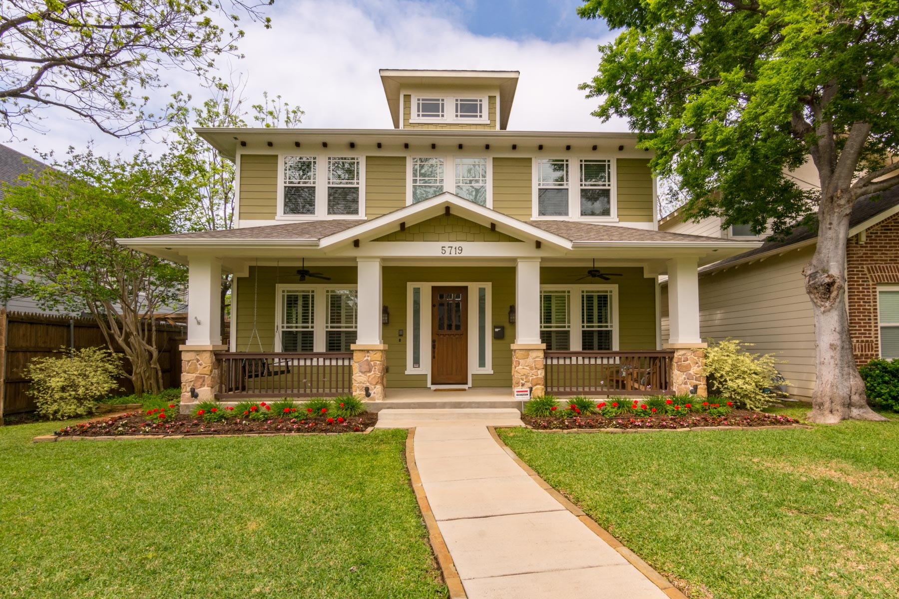 独户住宅 为 销售 在 Beautiful Craftsman Style Home 5719 Llano Ave 达拉斯, 得克萨斯州, 75206 美国