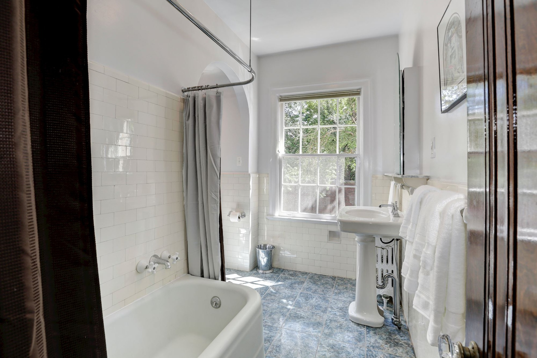 Additional photo for property listing at 1661 Crescent Place Nw 210, Washington  Washington, District Of Columbia 20009 United States