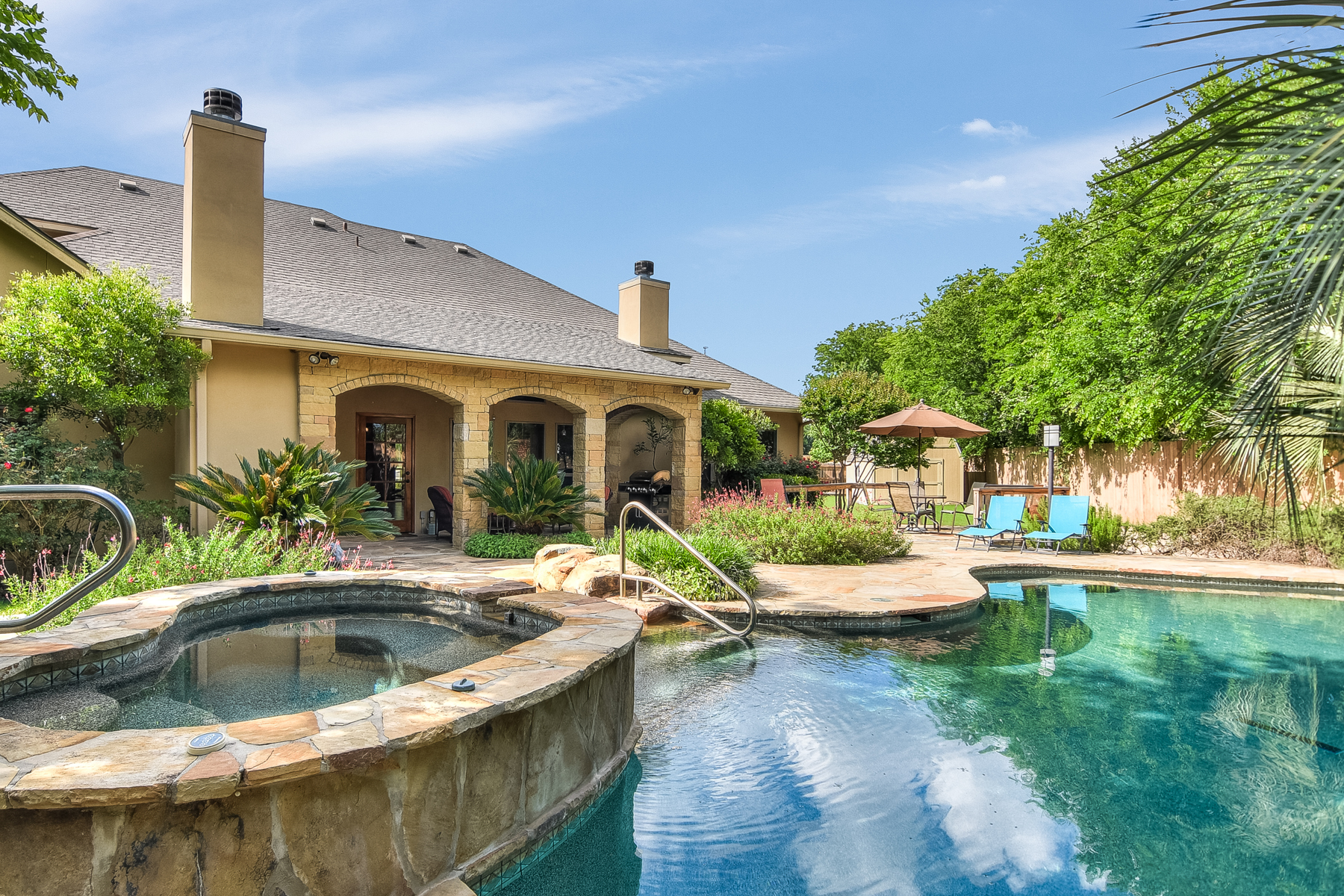 Single Family Home for Sale at Beautiful Custom Home in English Oaks 320 English Oaks Dr Boerne, Texas 78006 United States