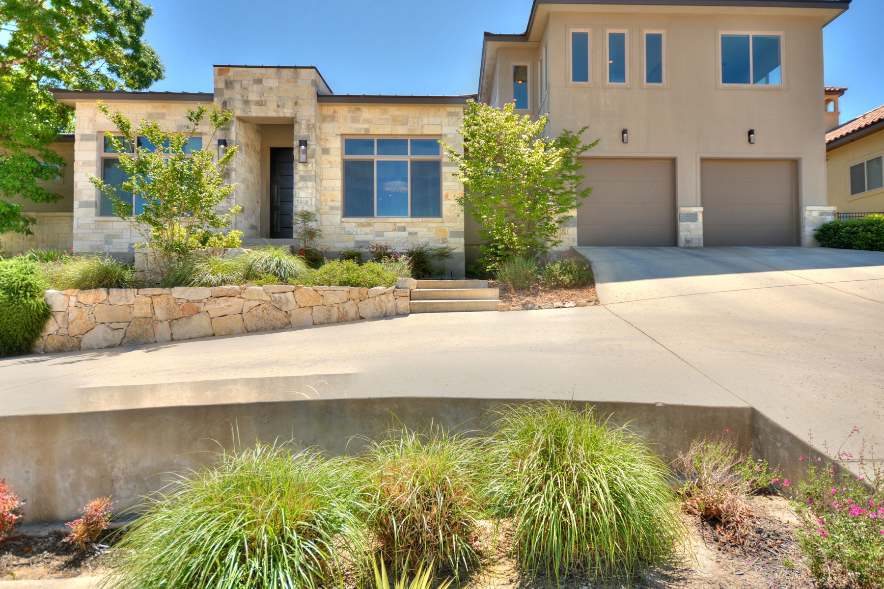Single Family Home for Sale at Stunning and Contemporary Home in Cresta Bella 7010 Cresta Bulivar San Antonio, Texas, 78256 United States