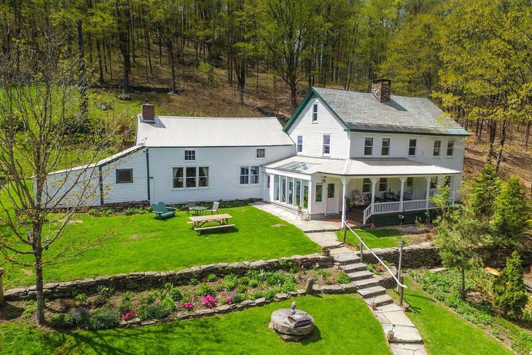 Casa Unifamiliar por un Venta en 49 Larson 49 and 12, Wilmington Wilmington, Vermont, 05363 Estados Unidos