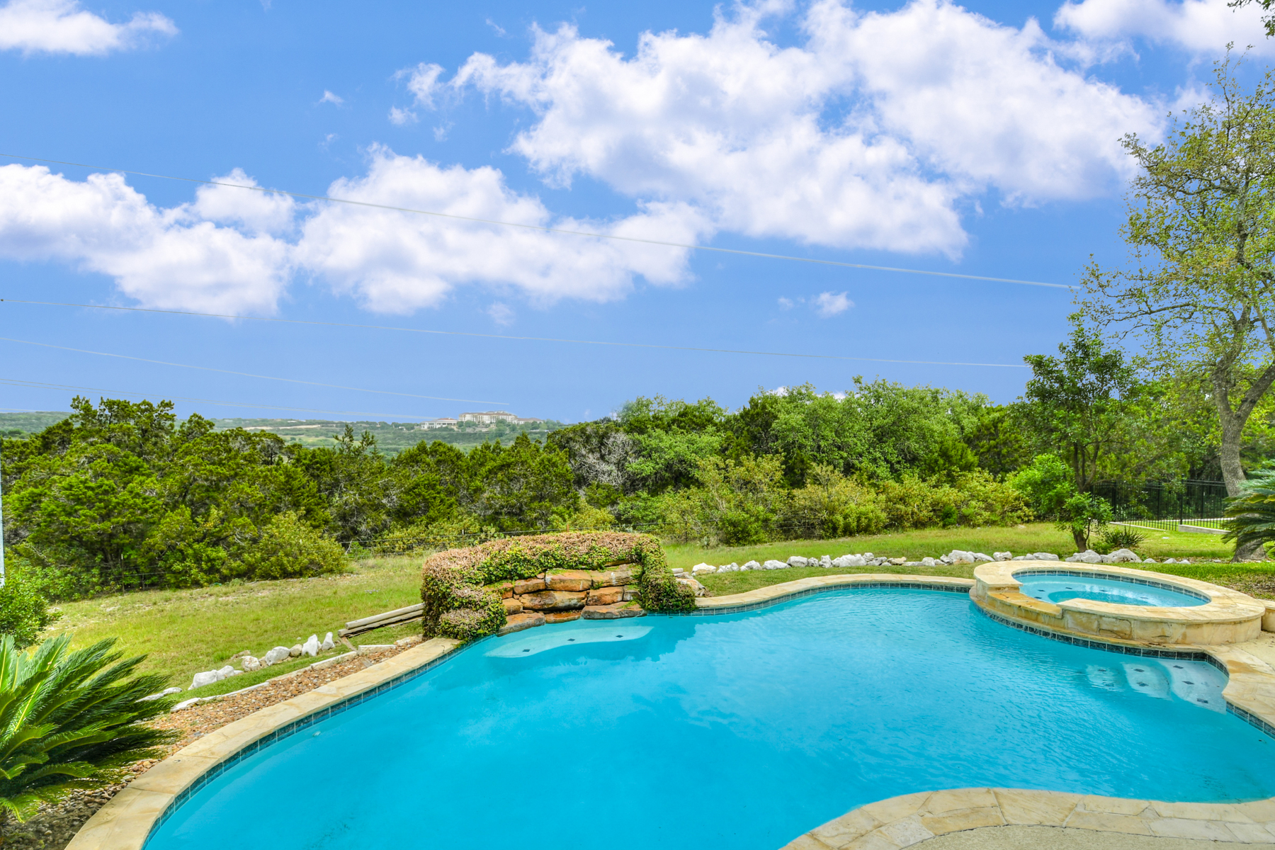 Additional photo for property listing at Private Home in Moss Brook Estates 16863 Mossford San Antonio, Texas 78255 United States