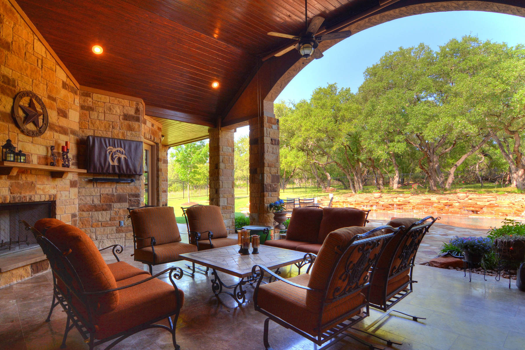 Additional photo for property listing at Spectacular Estate in Rockwall Ranch 26923 Rockwall Pkwy New Braunfels, Texas 78132 United States