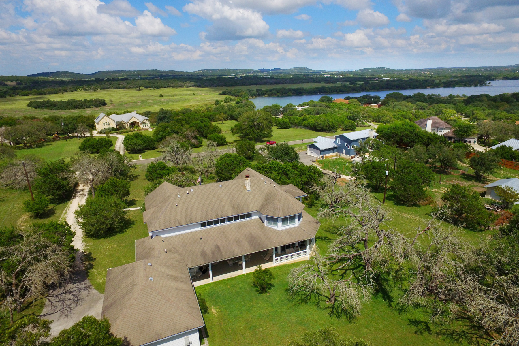 Additional photo for property listing at Fabulous Home in Lake Country 313 Lake View Dr Boerne, Texas 78006 Estados Unidos