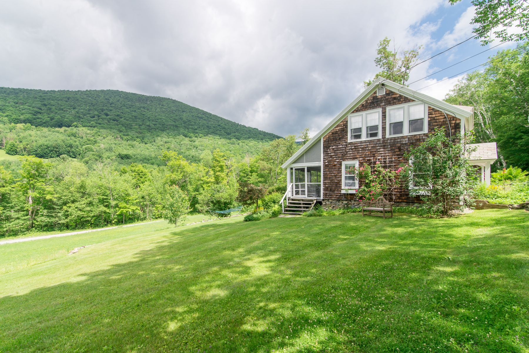 واحد منزل الأسرة للـ Sale في Dorset Hollow Lodge 2491 Lower Hollow Rd Dorset, Vermont, 05251 United States