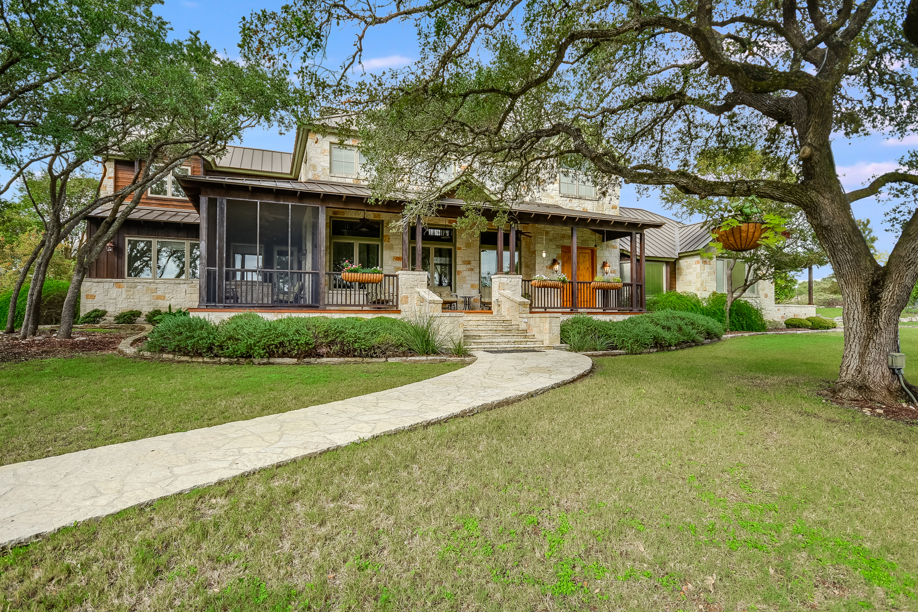 Single Family Home for Sale at Hill Country Retreat in Fair Oaks Ranch 7325 Rolling Acres Trl San Antonio, Texas 78015 United States