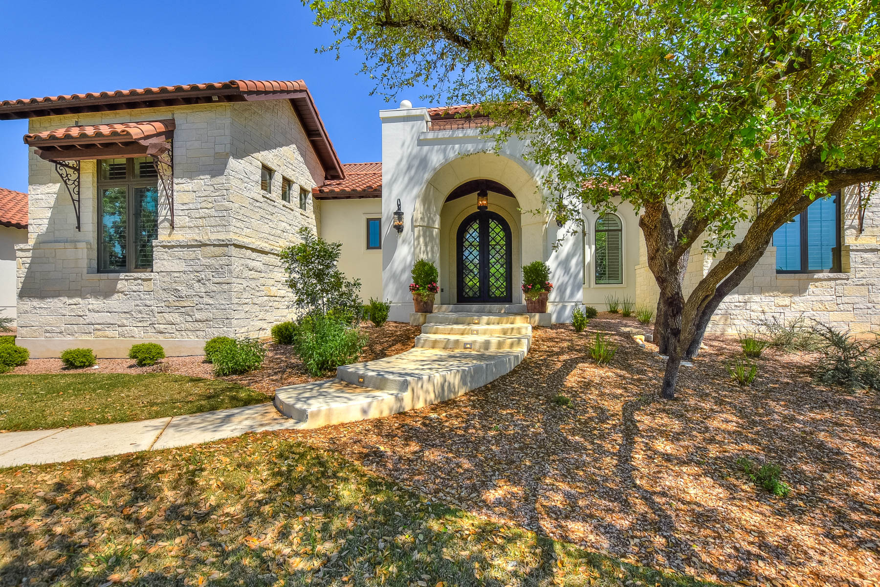 Single Family Home for Sale at Santa Barbara Style Home in Huntington at Shavano 218 Wellesley Landing Shavano Park, Texas 78231 United States