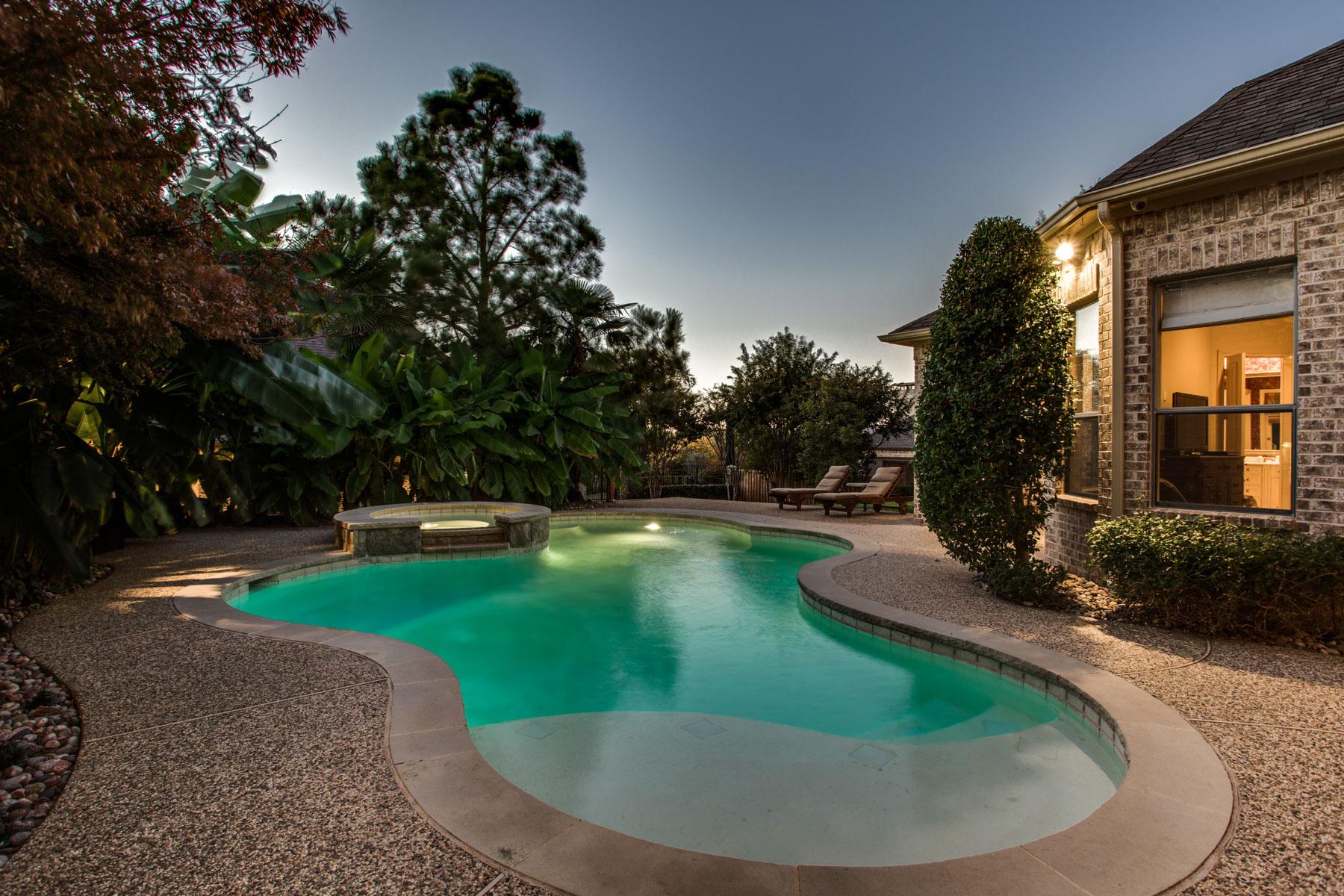 واحد منزل الأسرة للـ Sale في Fabulous Double Lot Home in Shoal Creek 6641 Woodland Hills Ln Plano, Texas, 75024 United States