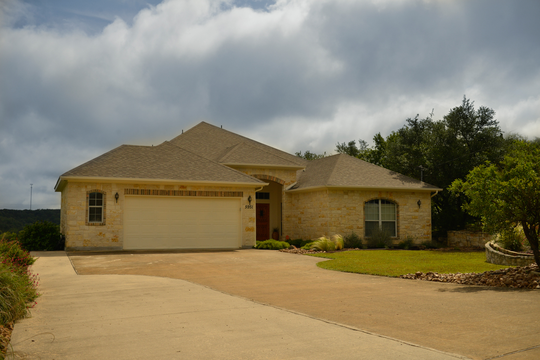 Casa Unifamiliar por un Venta en Country Living in Rim Rock Ranch 5951 Temerity Way Bulverde, Texas 78163 Estados Unidos