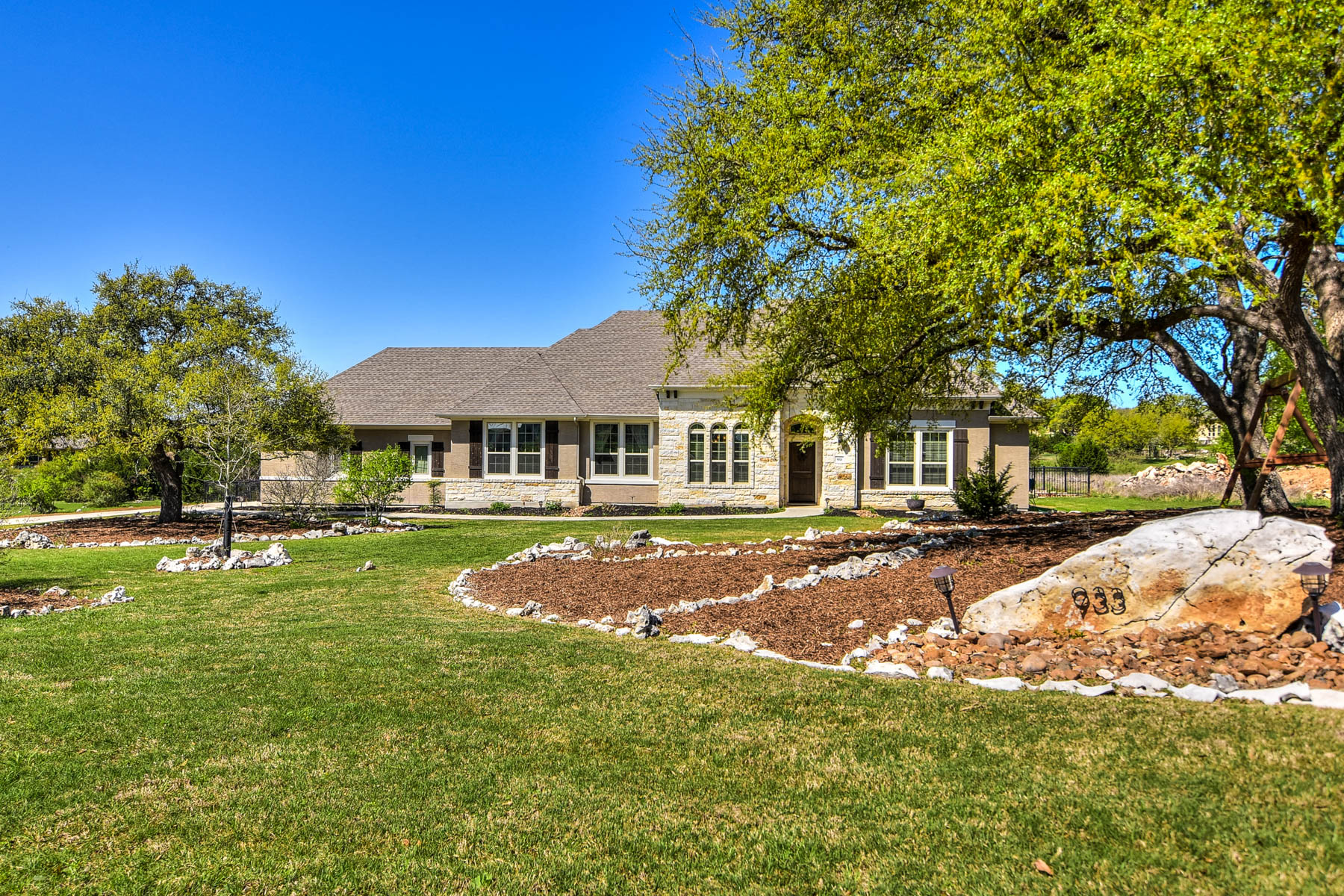 Single Family Home for Sale at Gorgeous Home in Prestigious Vintage Oaks 933 Cross Oak New Braunfels, Texas 78132 United States