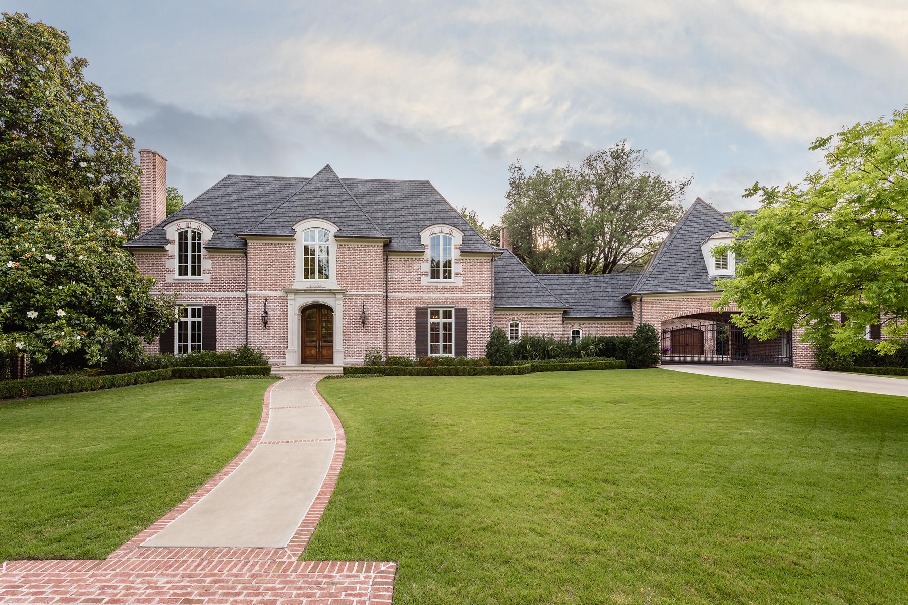Moradia para Venda às French Country Estate 10111 Daria Dr Dallas, Texas, 75229 Estados Unidos