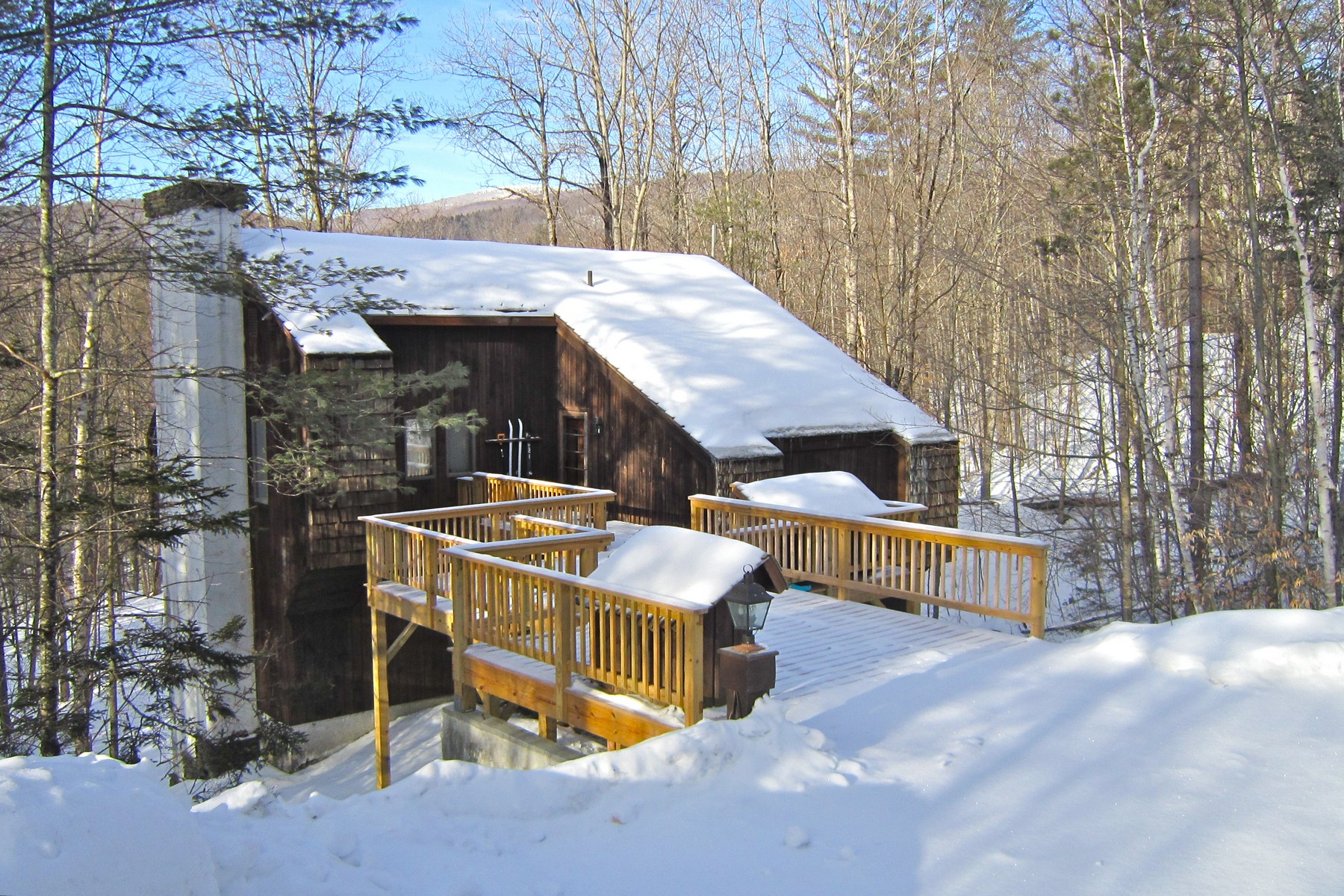 Casa Unifamiliar por un Venta en Updated Four-Season Retreat 43 Goshawk SA2-55 Plymouth, Vermont, 05056 Estados Unidos
