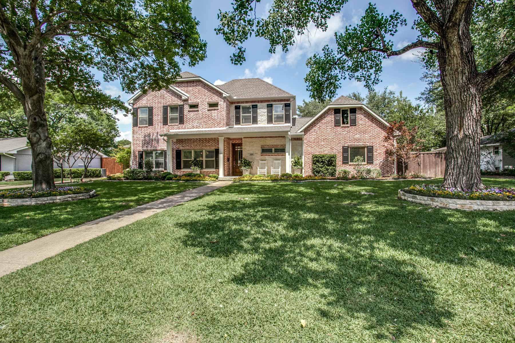 Частный односемейный дом для того Продажа на Stunning Hockaday Area Traditional 4039 Cedarbrush Dr Dallas, Техас, 75229 Соединенные Штаты