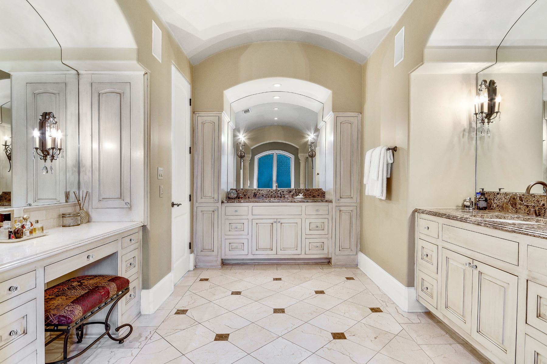 Additional photo for property listing at Sophisticated Barton Creek Estate 8416 Calera Dr Austin, Texas 78735 Estados Unidos