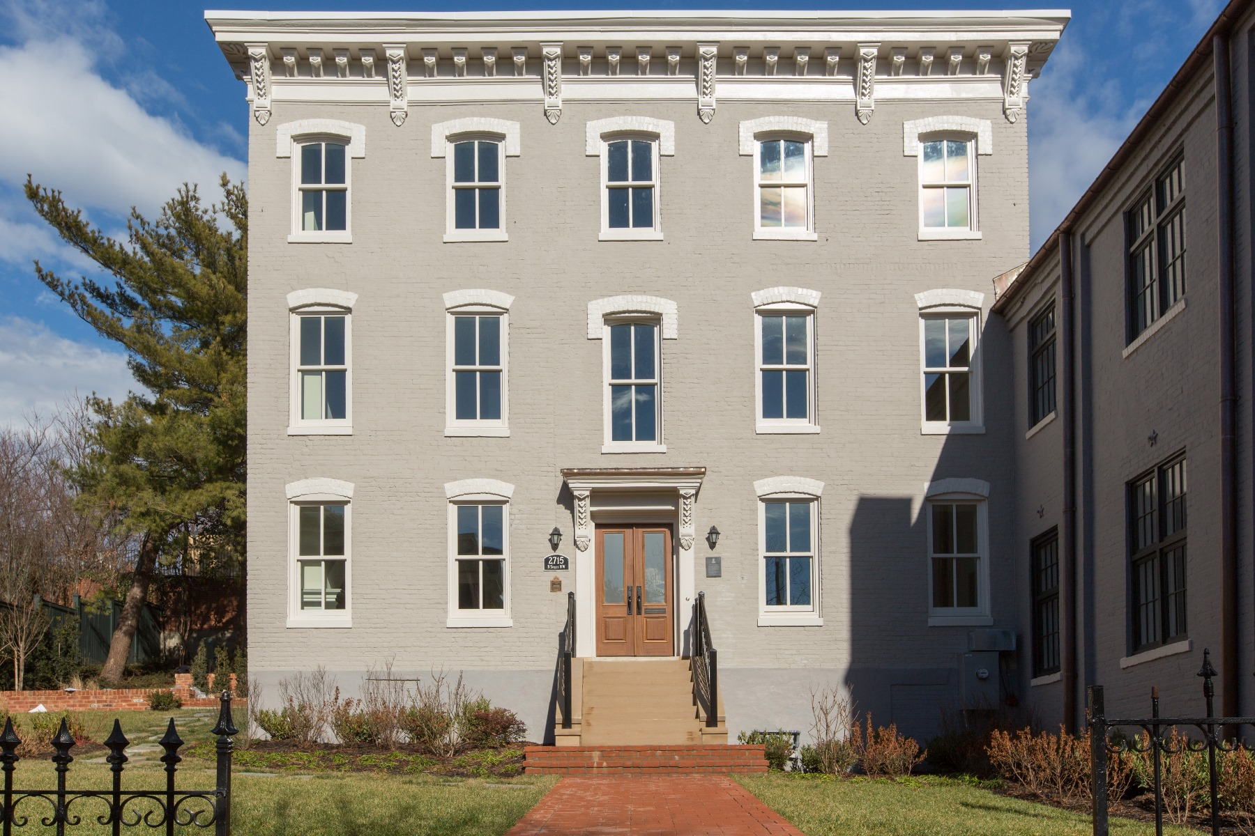 Maison accolée pour l Vente à 2715 N Street Nw, Washington Washington, District De Columbia 20007 États-Unis