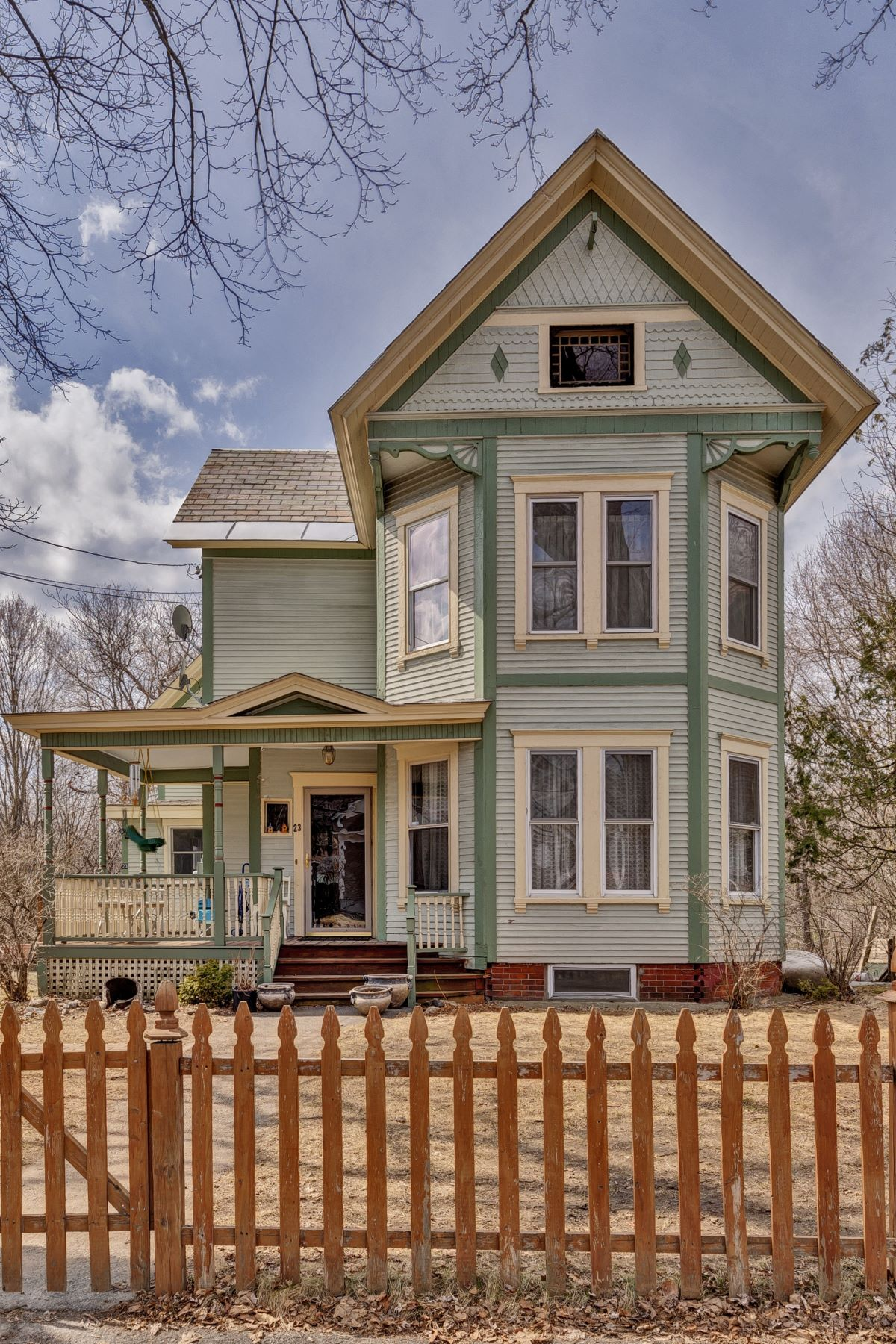 Single Family Home for Sale at Walk to library, school, bus stop, 23 Crafts Lebanon, New Hampshire, 03784 United States